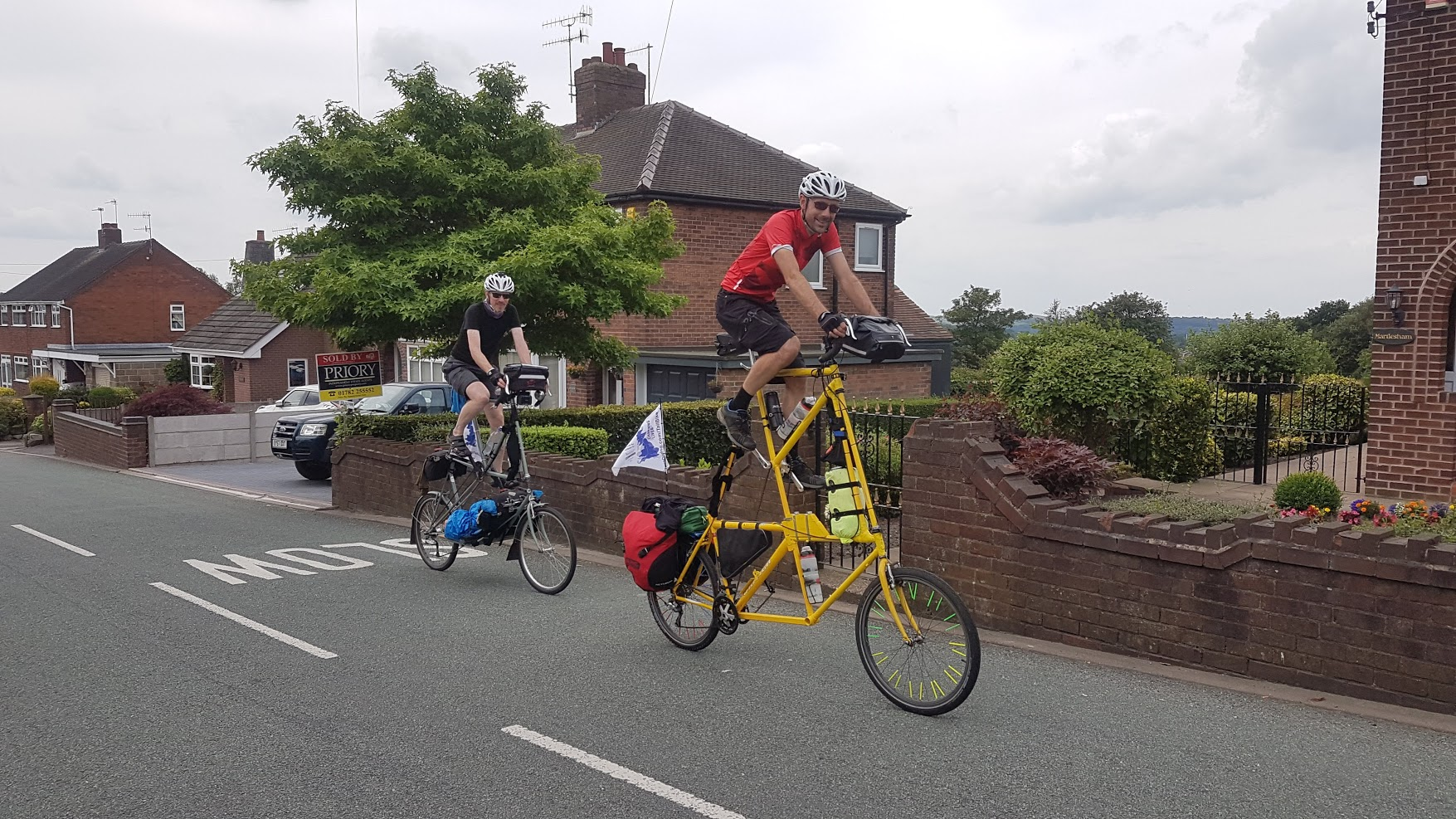Seen at mile 22, these guys were doing LEJOG. They had built each bike by welding three frames together. Now I have seen everything.