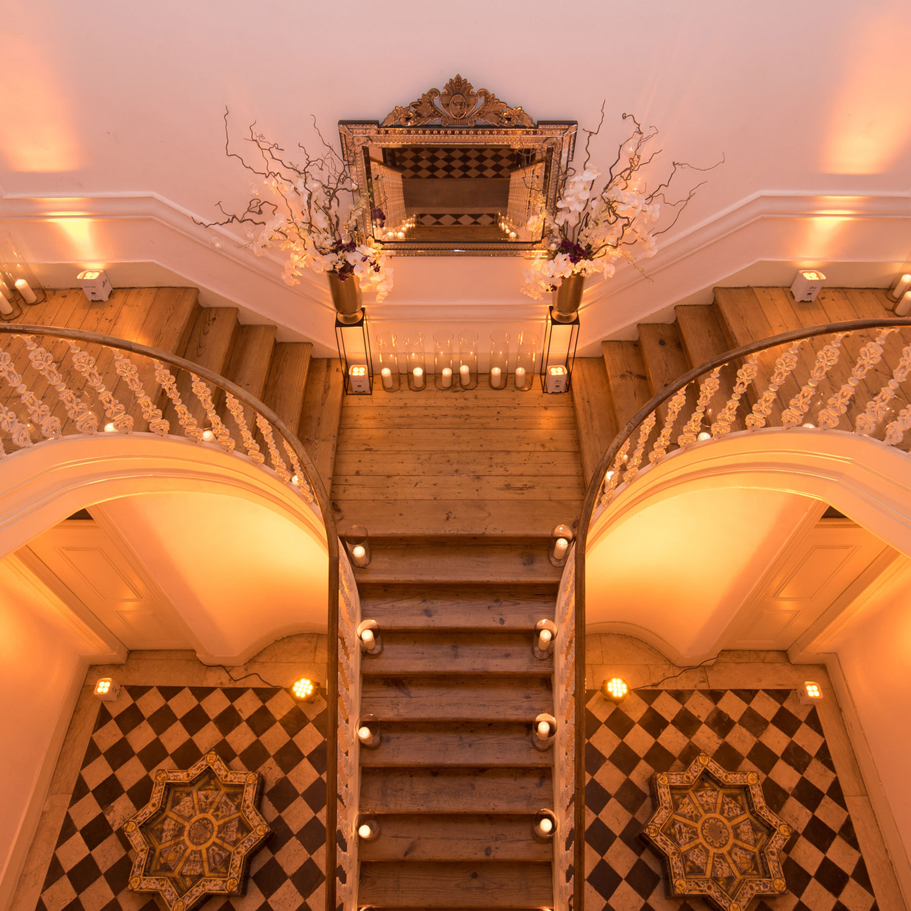 destination-wedding-stairs-decoration