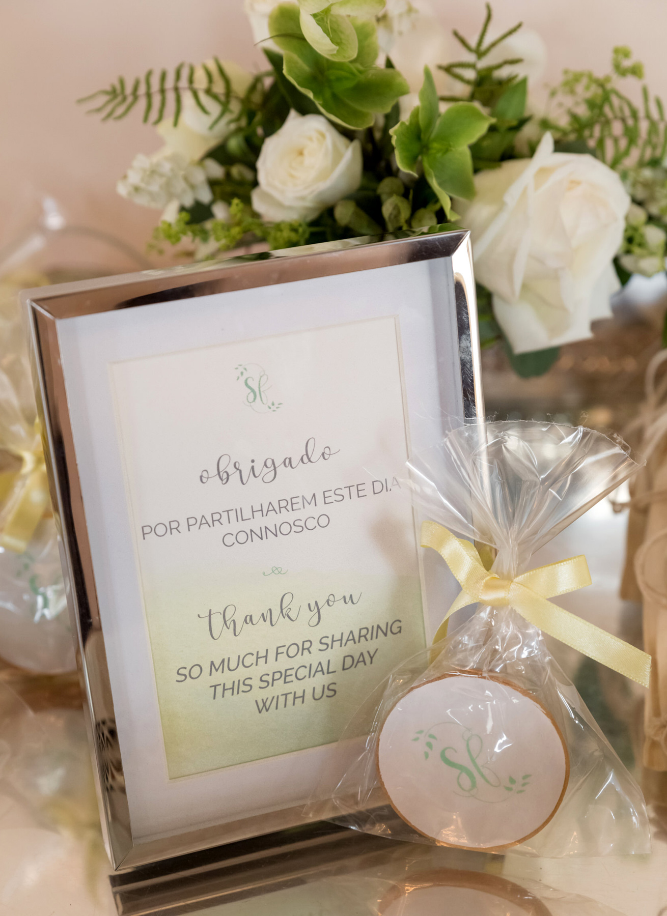 destination-wedding-cookies-sign