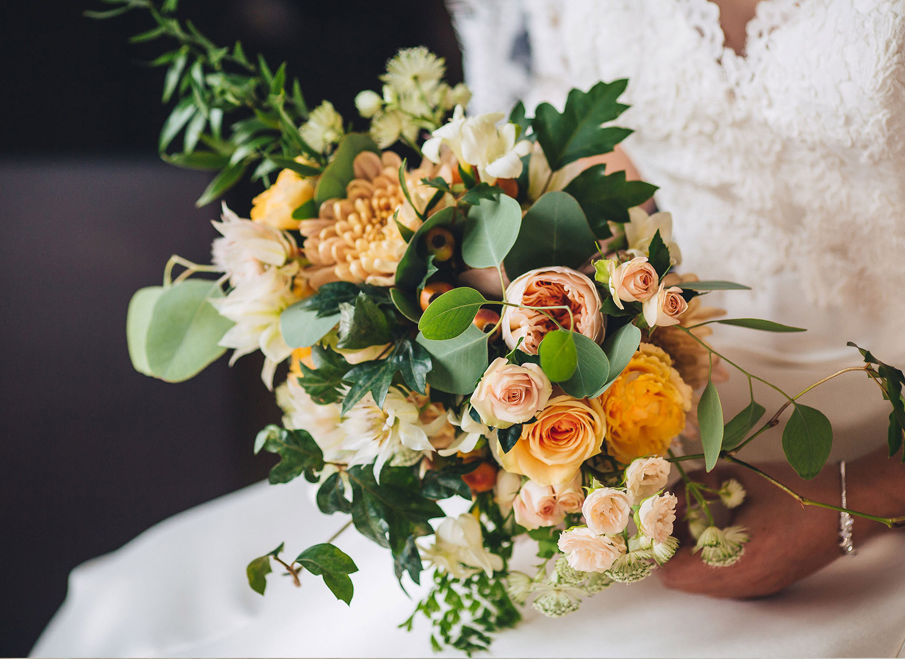 destination-wedding-bride-bouquet