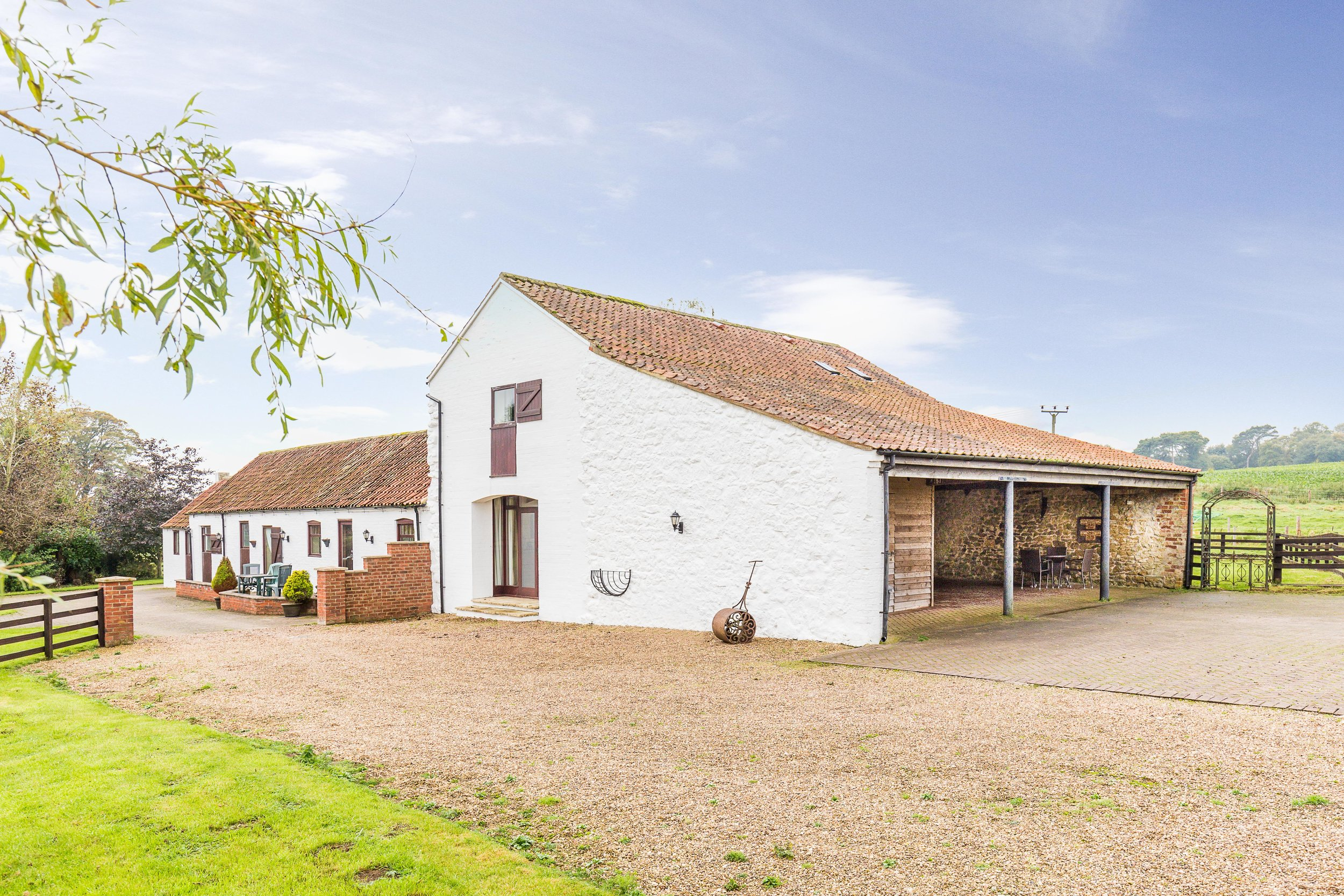 The Barn - Stylishly converted two storey 17th century barn for up to 4 people