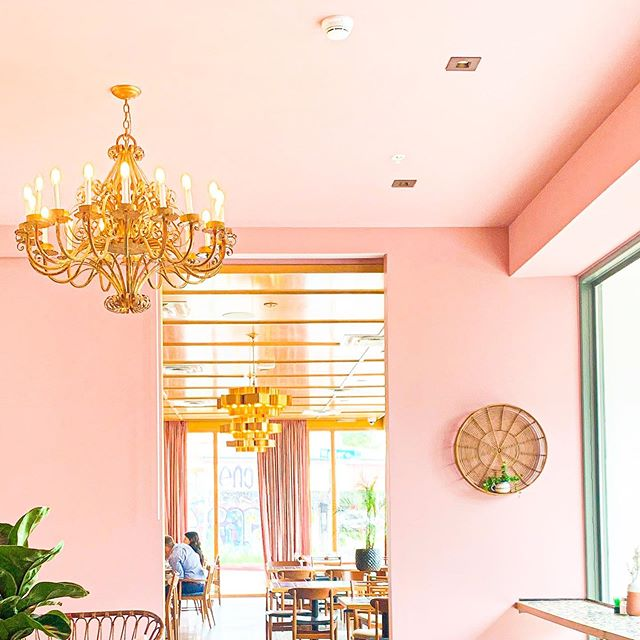 Just giving me all the good vibes today! . . . . . . #decor #pinklife