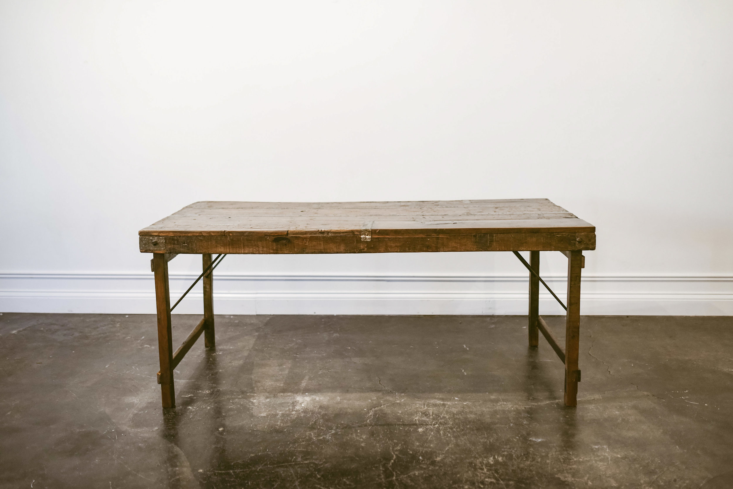 KNOX DINING TABLE