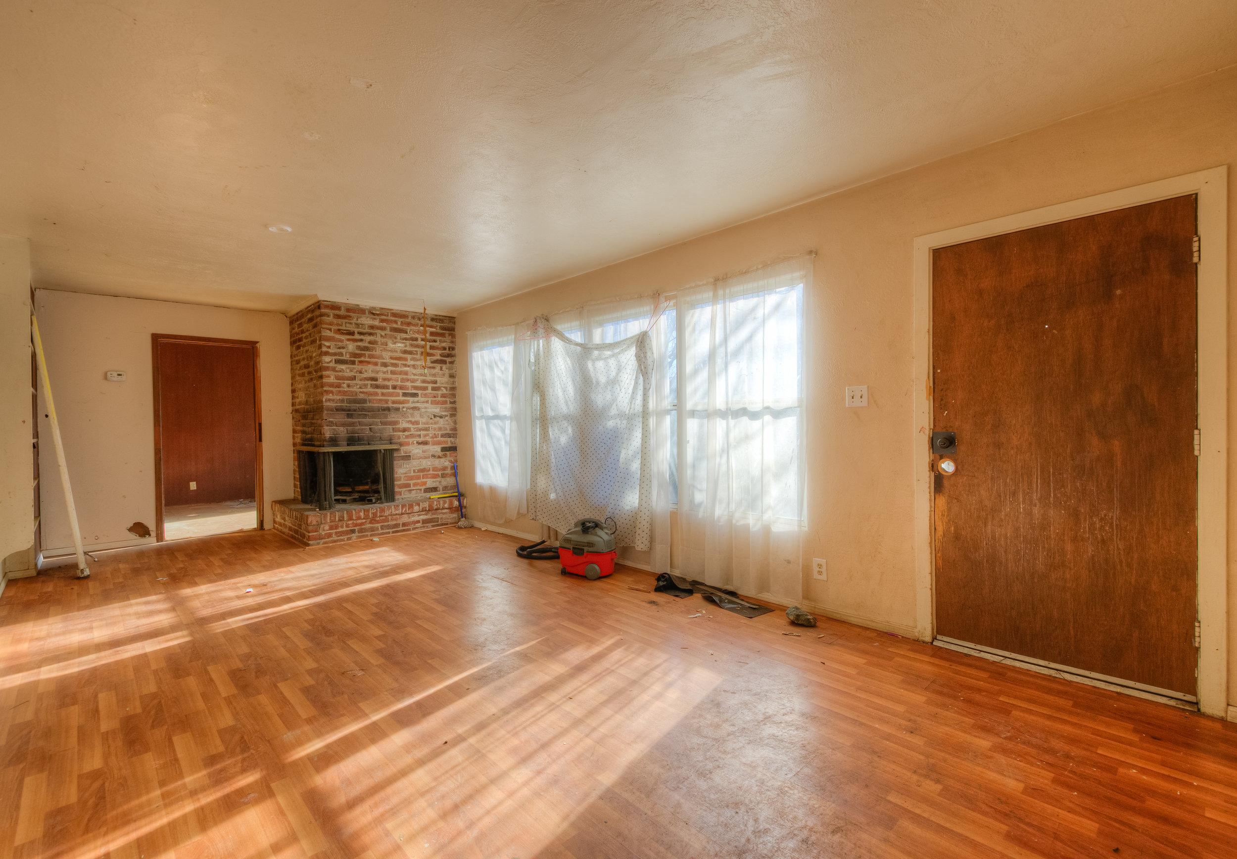 920 Neal Dow Ave 004 Living Room.jpg