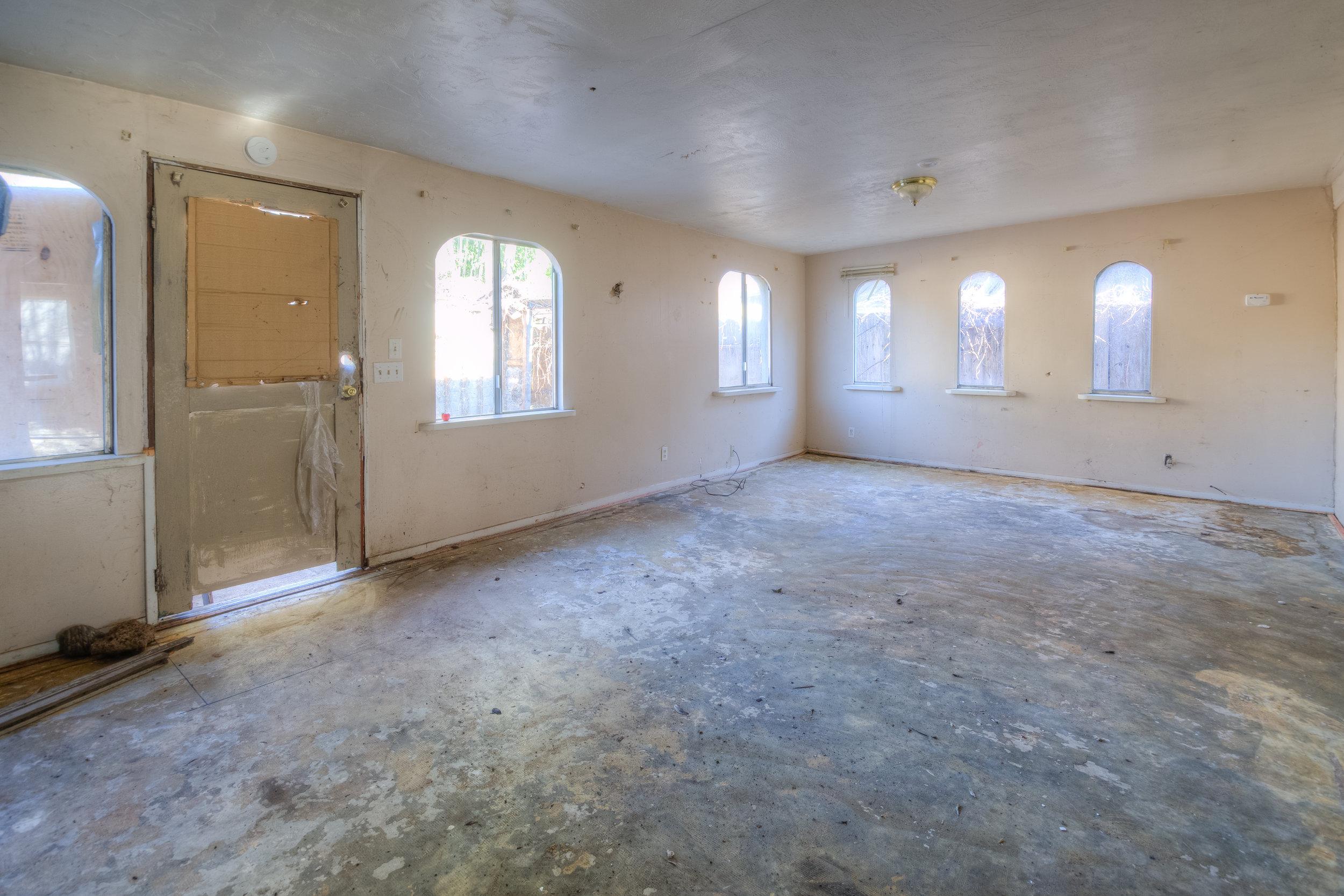 920 Neal Dow Ave 014 Family Room.jpg