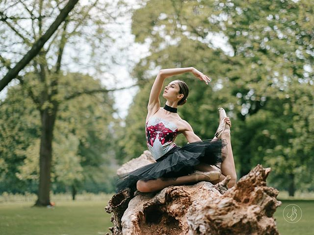 So excited for my trip to Glasgow next week! I still have availability for a couple of location shoots on Saturday 15th & Sunday 16th June - get in touch for more details 😊  Isabelle | London  #TheLondonBallerina #SuziBirdPhotographer