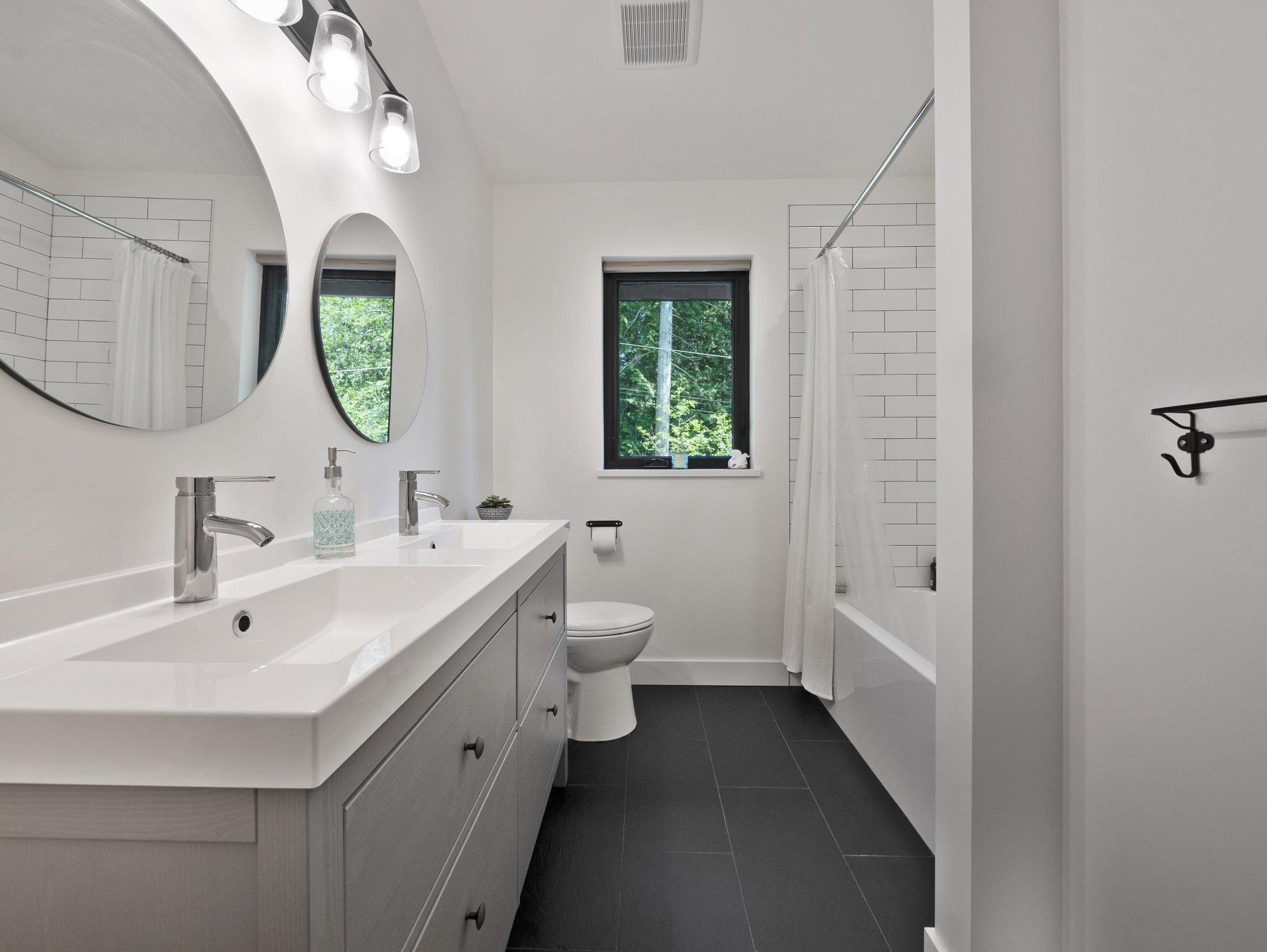 p44 bathroom, upstairs_MJ.jpg