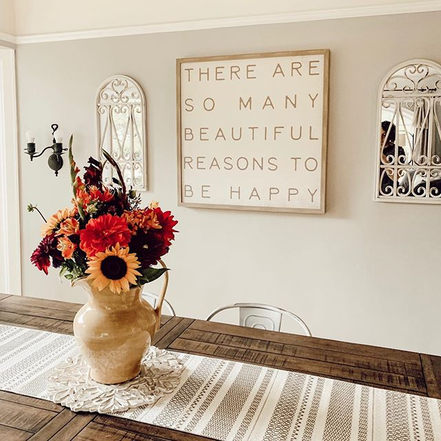 You guysssss it's fall floral season! 🙌🏼🍂💐 . . . . #savvybusinessowner #creativechics #communityovercompetition #risingtidesociety #creativepreneur #femtrepreneur #creativebizlife #buildingbossladies #womeninbusiness #myfallfarmhouse #sayyestosuccess #fempreneur #falldecor #rodanandfields #farmhouselife #farmhousedecor #fallfarmhouse #farmhousehappy #fixerupperstyle #fixeruppers #lightandbright #styleathome #housebeautiful #modernfarmhouse #modernfarmhousestyle #modernfarmcharm #fortheloveofshiplap #thestrohmhome #littlehouseinthecity