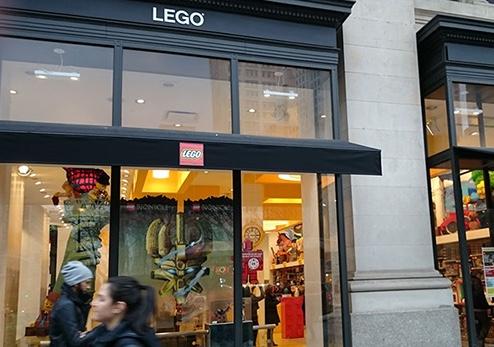 the lego store exterior flatiron manhattan new york city ny