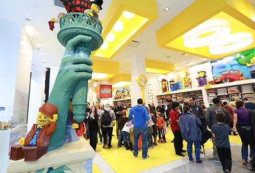inside the lego store flatiron manhattan new york city ny