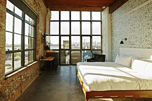 """Huge king room with massive Manhattan view and fun gorgeous rooftop bar."" - T, Canada - Booking.com"