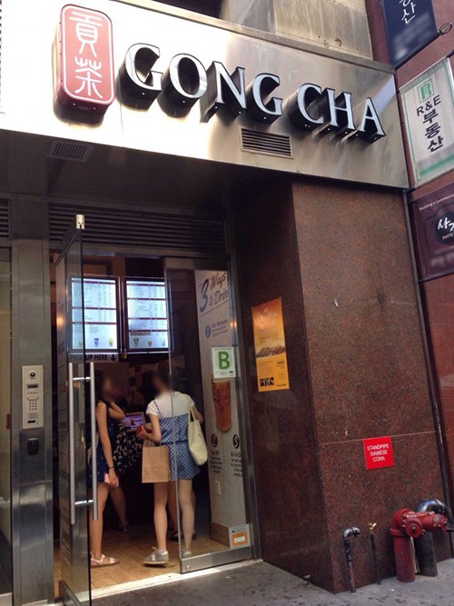 exterior of gong cha bubble tea drink ktown midtown manhattan new york city ny