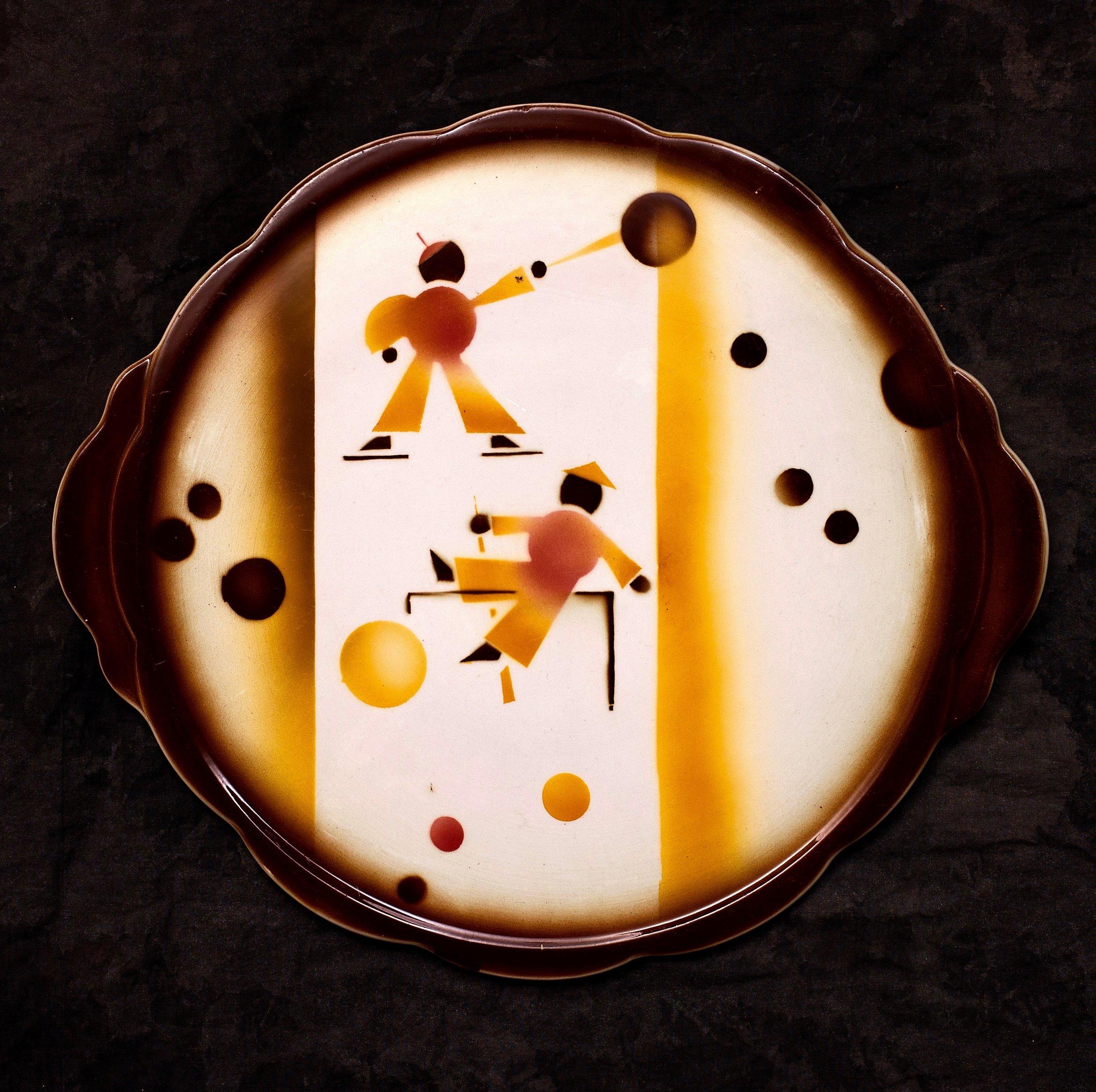 #47 Platter, form 15, dec.4749, Colditz, ca.1931. Black 4749; Blind 15; .8 cm H, 30 cm top, 25.5 cm base Ø. RM1383