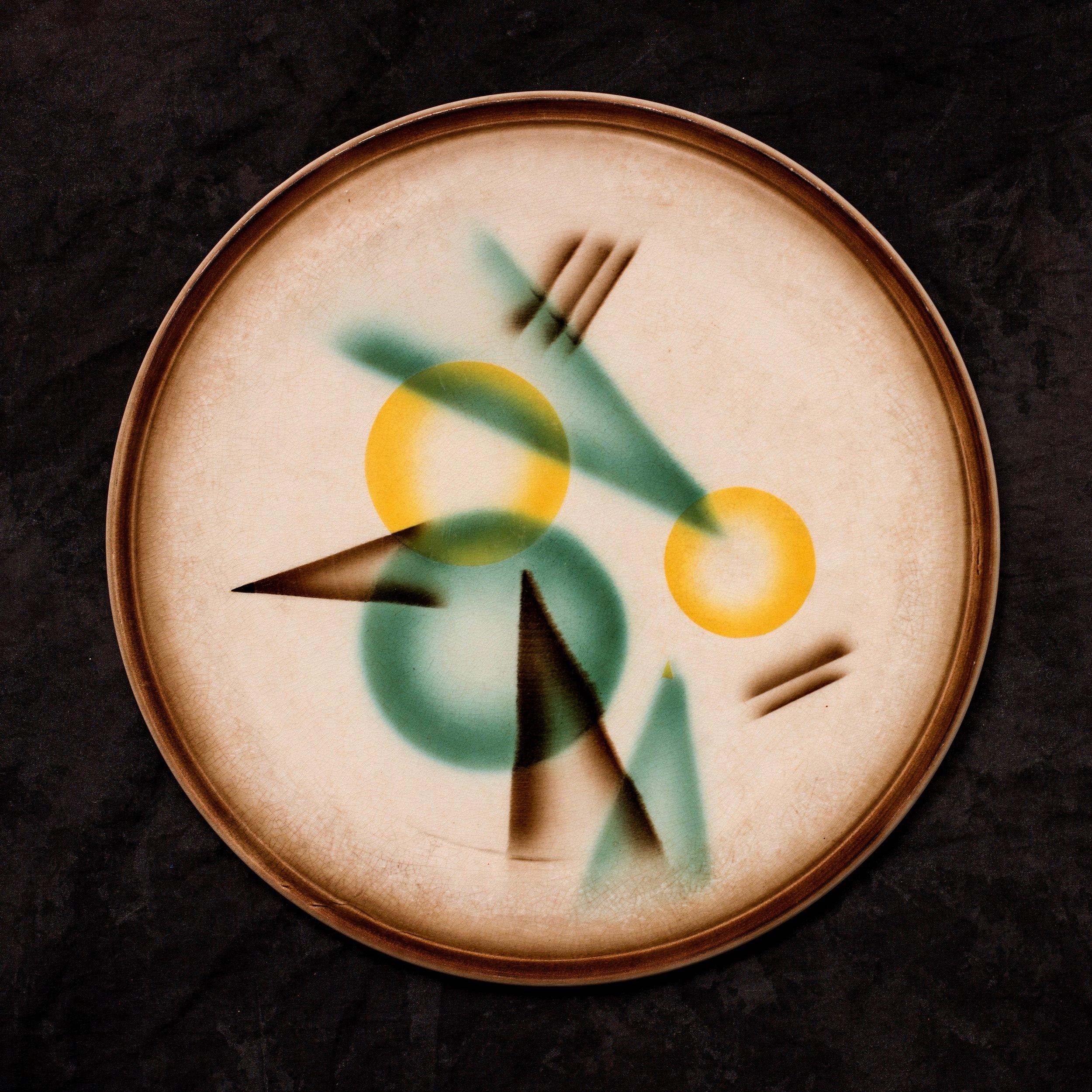 #57 Platter, form A, dec.1749, Sörnewitz, ca.1931–1932. Black SS Meissen */ 1749 / 33; 1.5 cm H, 30.5 cm top; 22 cm base Ø. RM743
