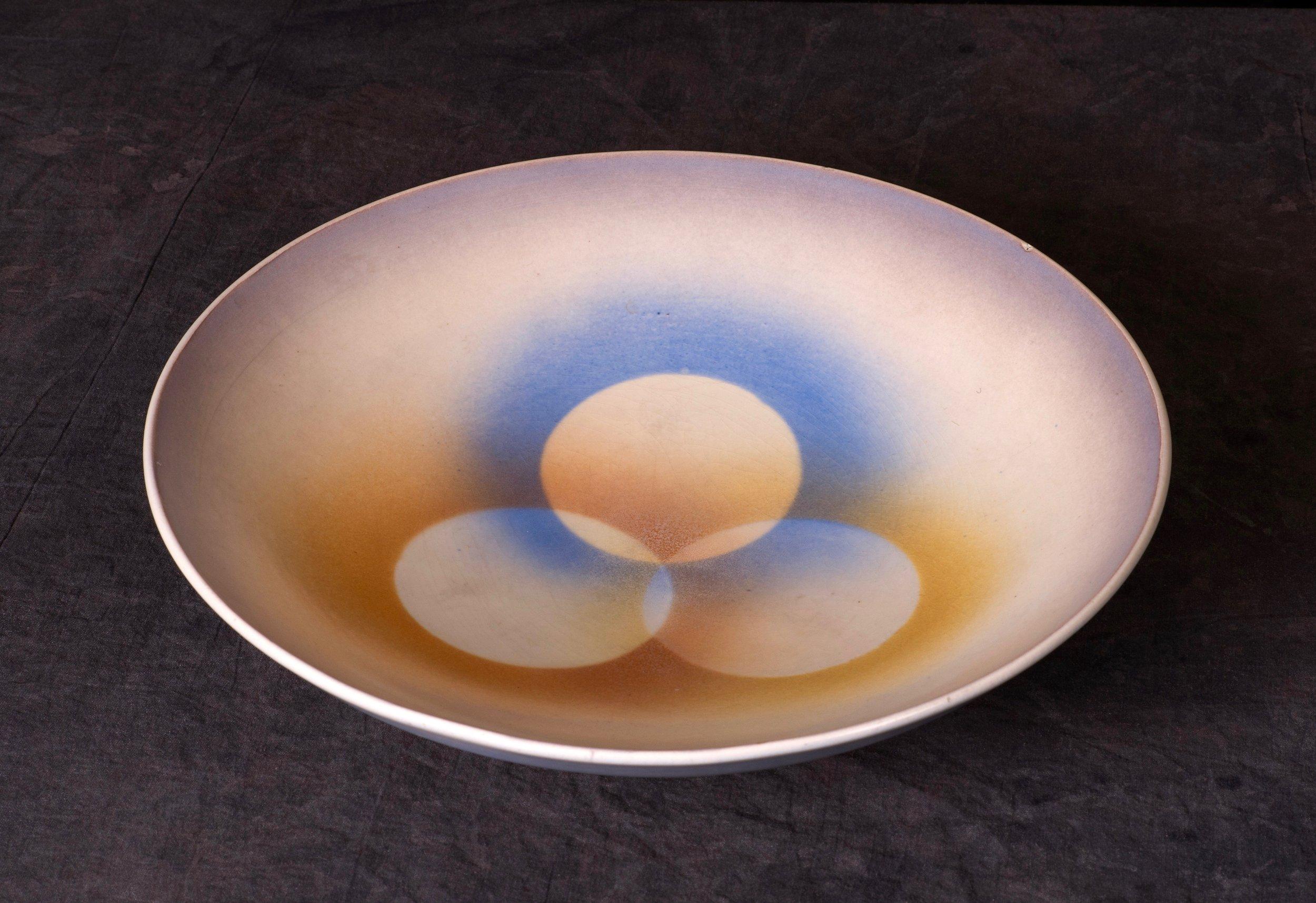 #108 Bowl, form 3120, dec.58, Karlsruhe. Form and decoration by Martha Katzer, 1929, in production 1930-1938. Black 3120/58; 7.5 cm H, 31.6 cm Ø. RM2737