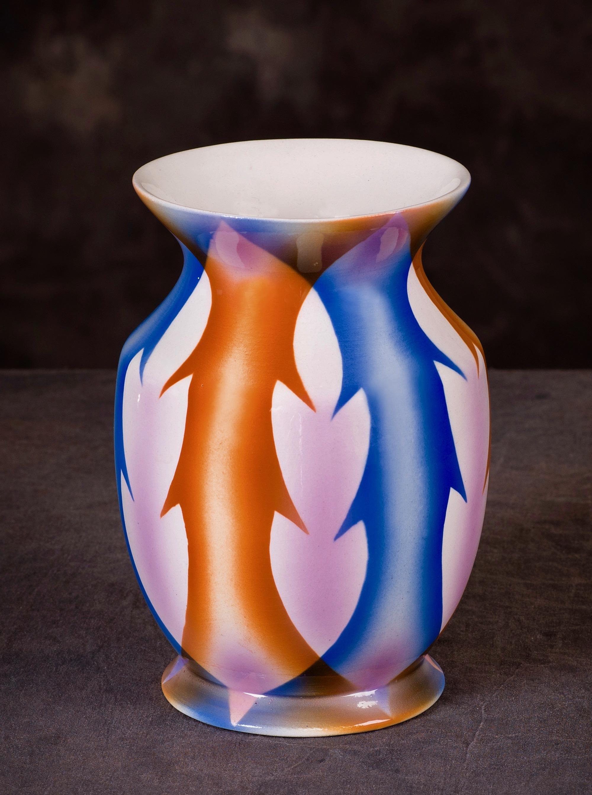#115 Vase, form 668, dec.1372, Annaburg, ca. 1931. Red mfr.; Blind 668; 19 cm H, 11.6 cm top, 10.3 cm base Ø. RM72