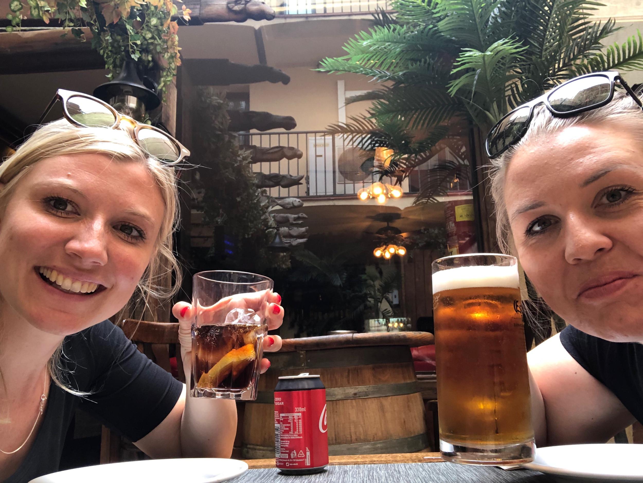 I extas efter att rondell-chocken lagt sig och vi välbehållna kan äta tapas inne i Barcelona!