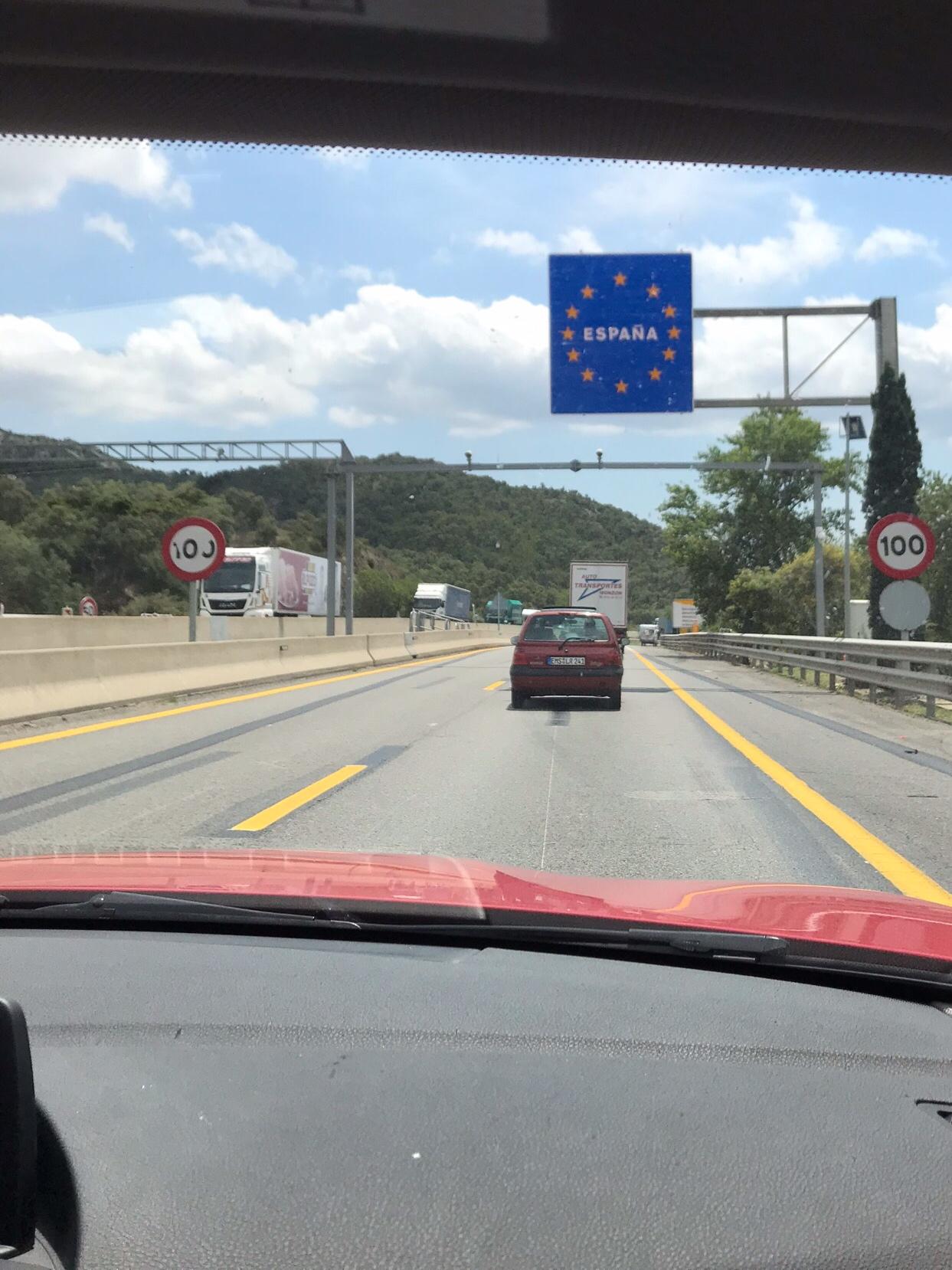 Här, i just detta ögonblick har vi kört bil hela vägen till Spanien!
