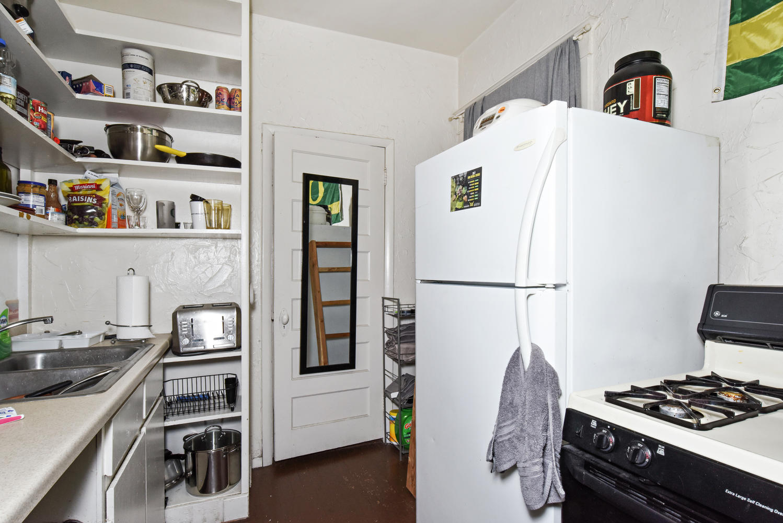 1421 Washington Avenue Golden-large-005-015-Kitchen-1499x1000-72dpi.jpg
