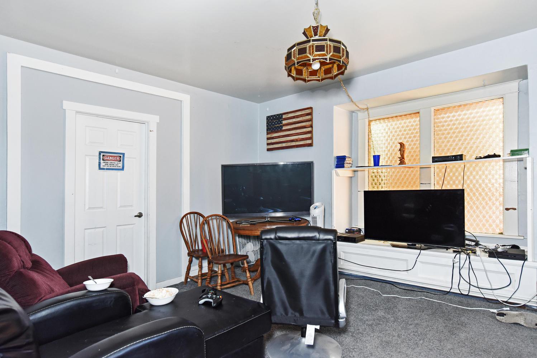 1421 Washington Avenue Golden-large-006-020-B Living Room-1499x1000-72dpi.jpg
