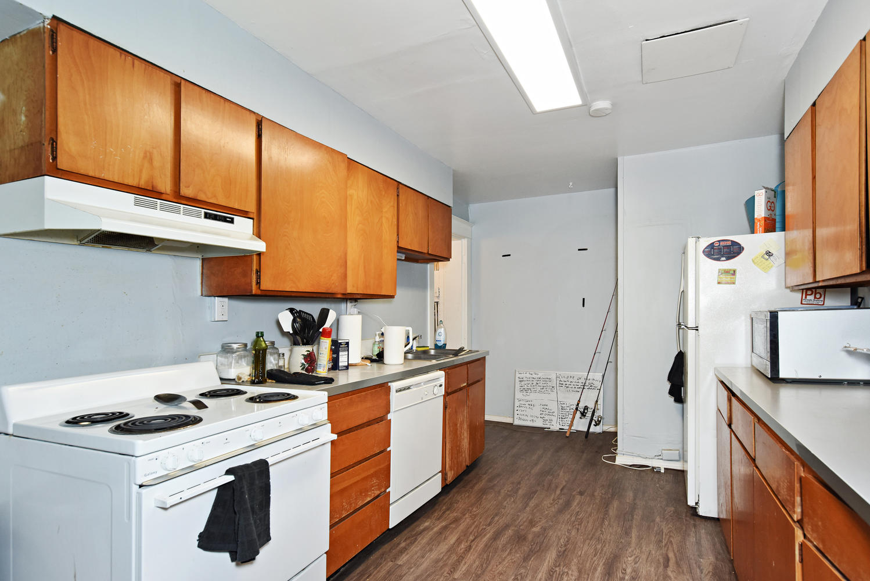 1421 Washington Avenue Golden-large-007-019-B Kitchen-1499x1000-72dpi.jpg