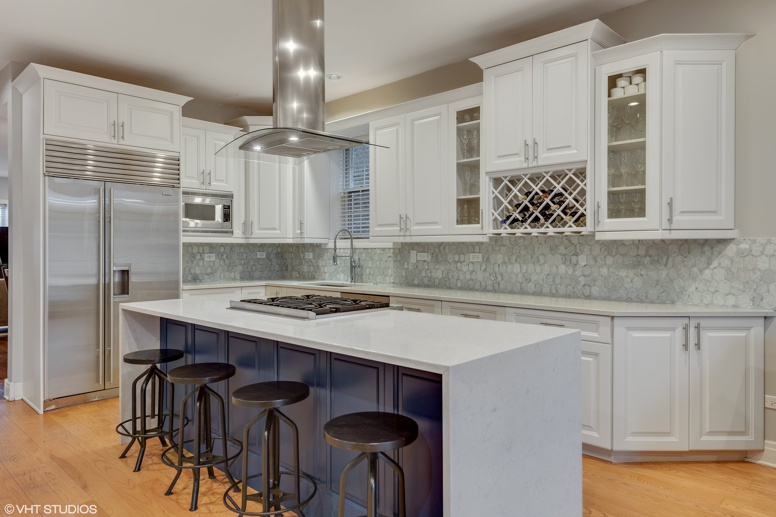 03_2242WMelroseSt_177_Kitchen_HiRes.jpg