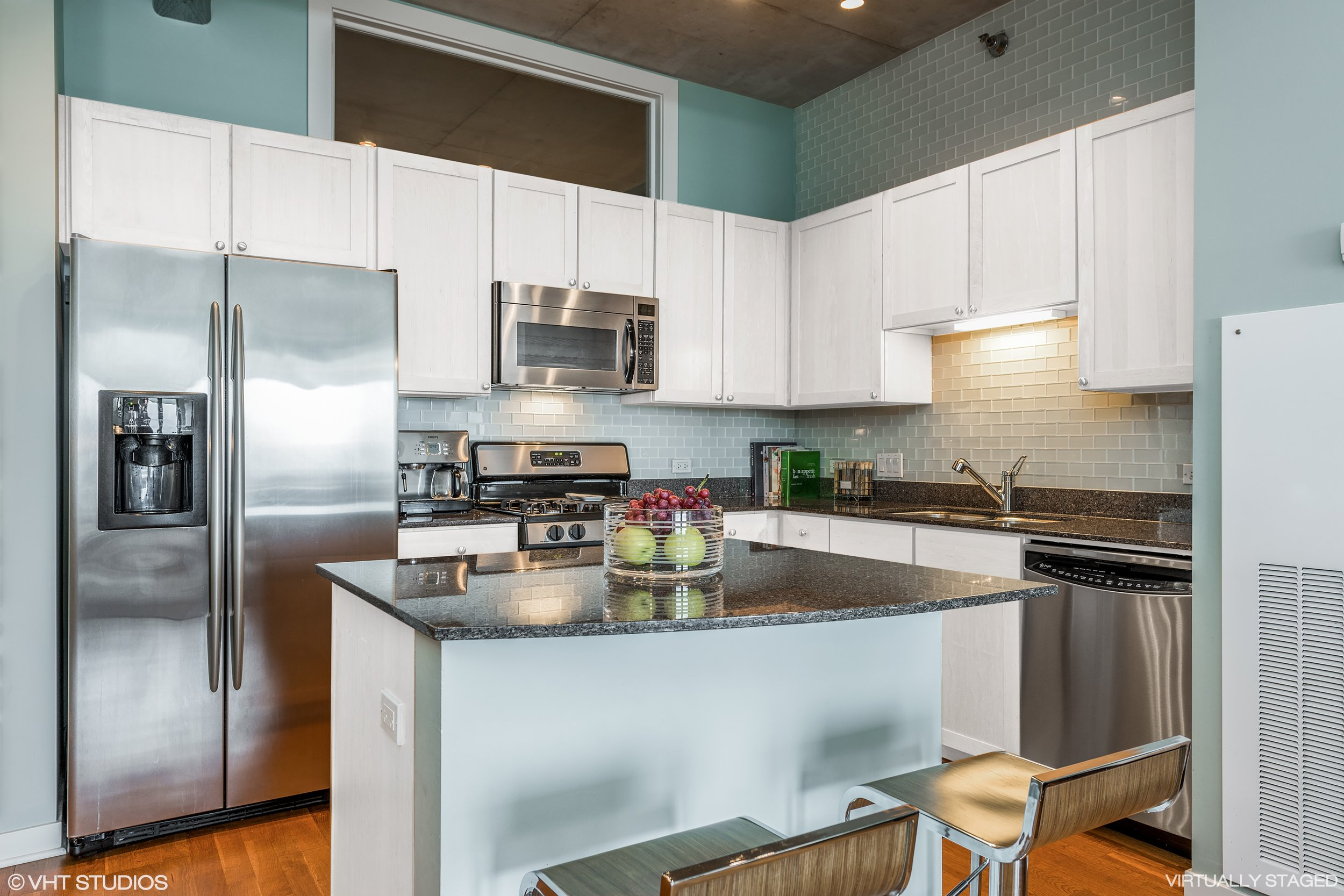 05_720NLarrabee_Unit912_5_Kitchen_HiRes.jpg
