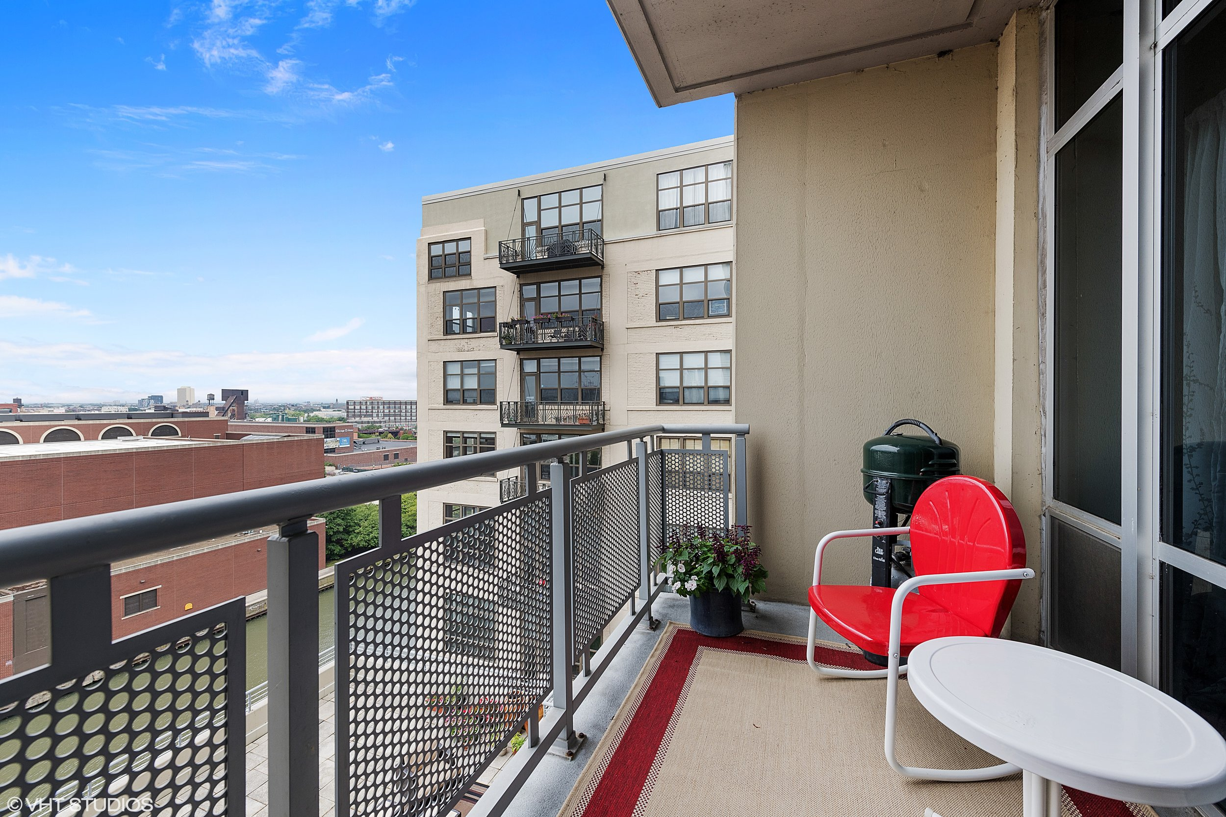 18_720NLarrabee_Unit912_99_Balcony_HiRes.jpg