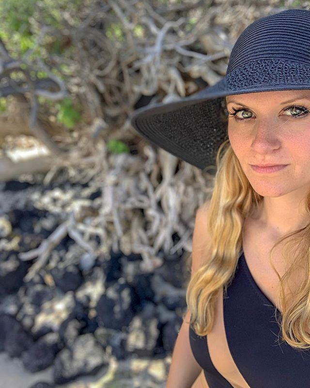 twisted root * * * * * * * #hawaii #hawaiilife #yoga #yogi #yogaposes #petitejoys #pursuepretty #howihue #travel #makeupfree #nomakeup #beach #letsgoeverywhere #exploretocreate #mantra #mondaymantra