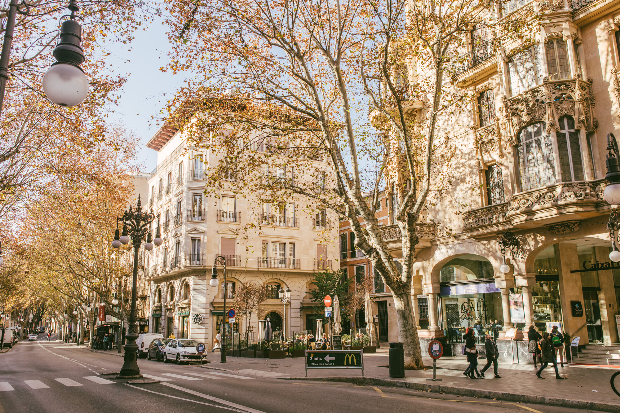 The outer edges of the Palma Square boasts many great little restaurants and cafes.