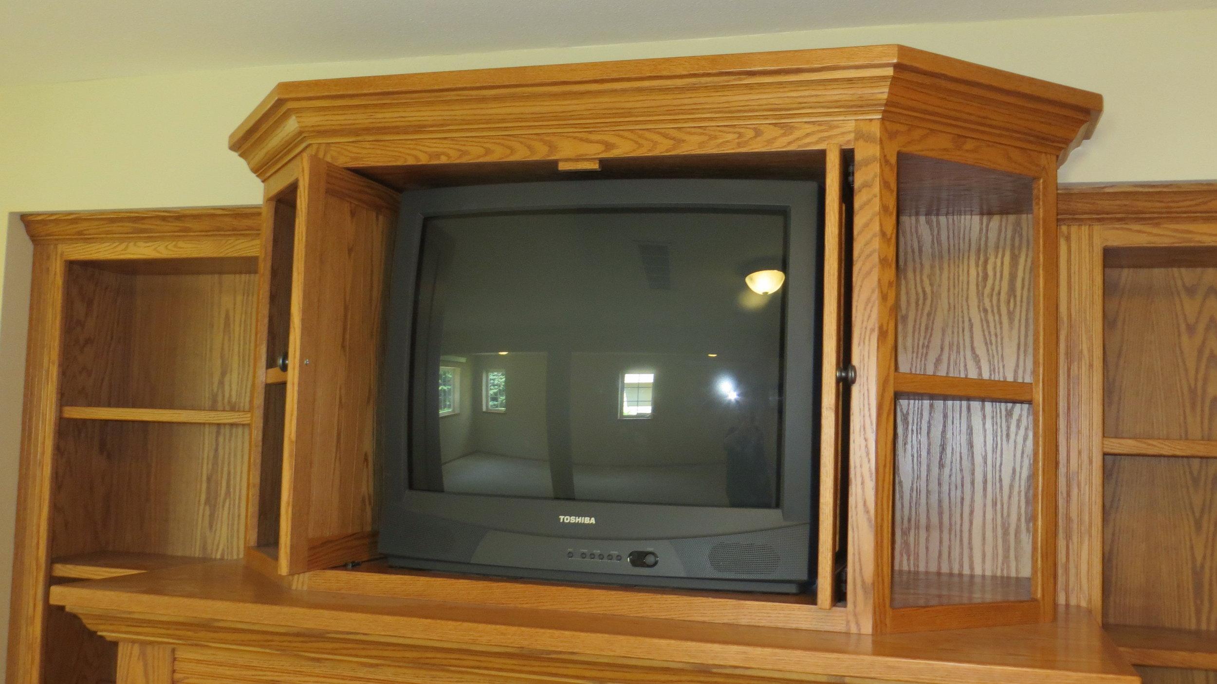 Flipper-doors-on-TV-cabinet.jpg