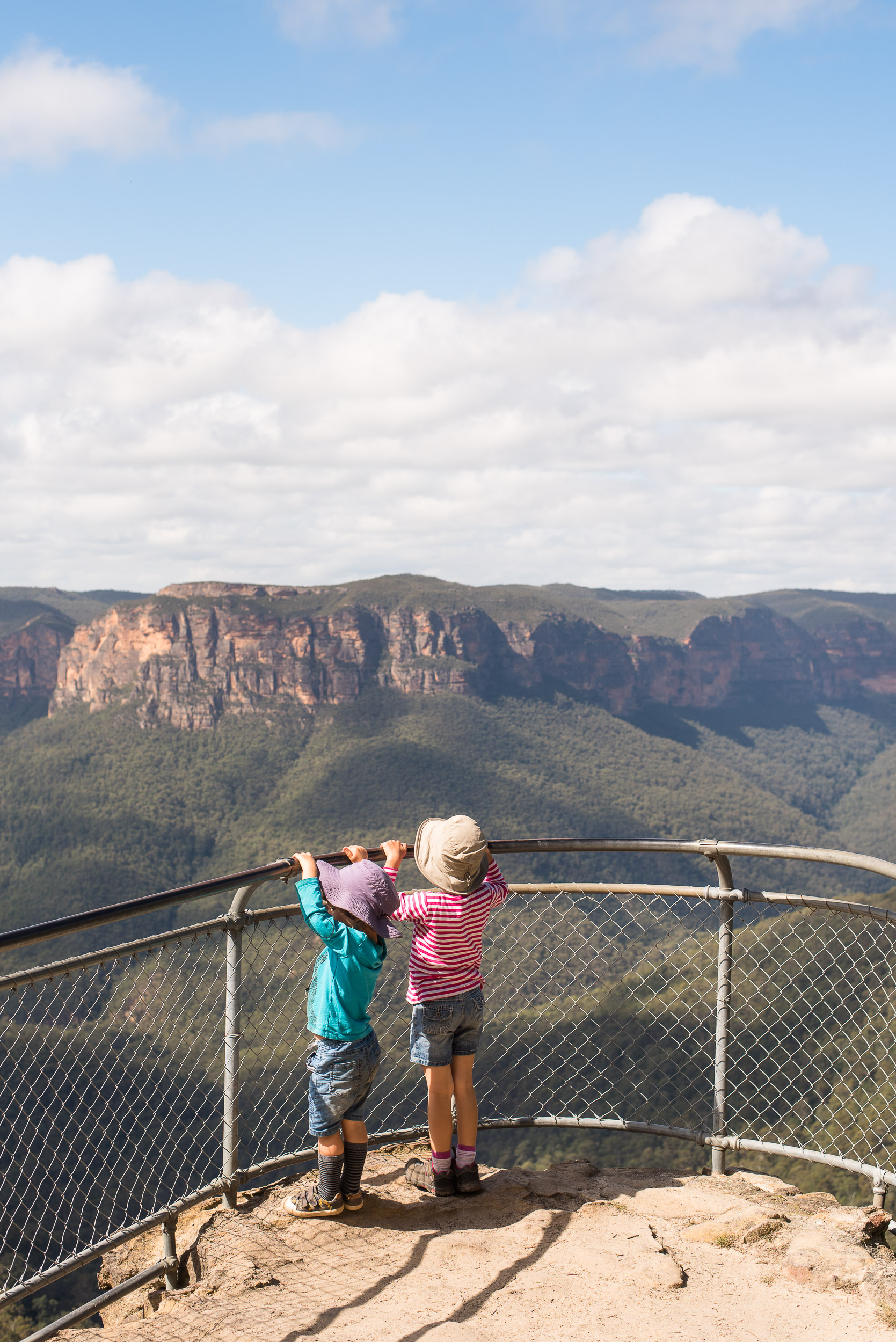 Family walk from Govett's Leap to Pulpit Rock, Blue Mountains National Park, Australia.