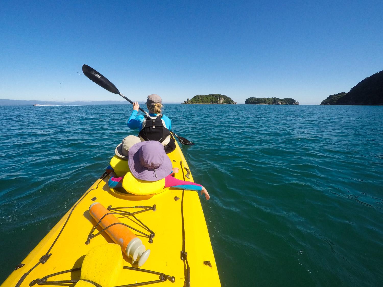 Sea kayaking, New Zealand. © www.thomaspickard.com