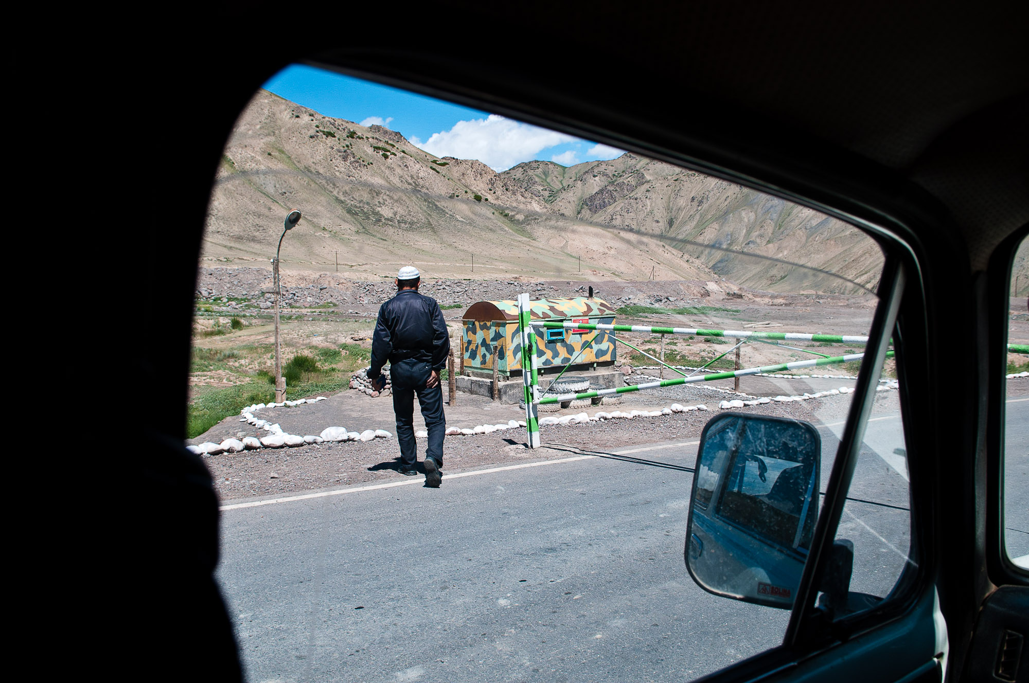 The start of our border crossing into western China. © www.thomaspickard.com