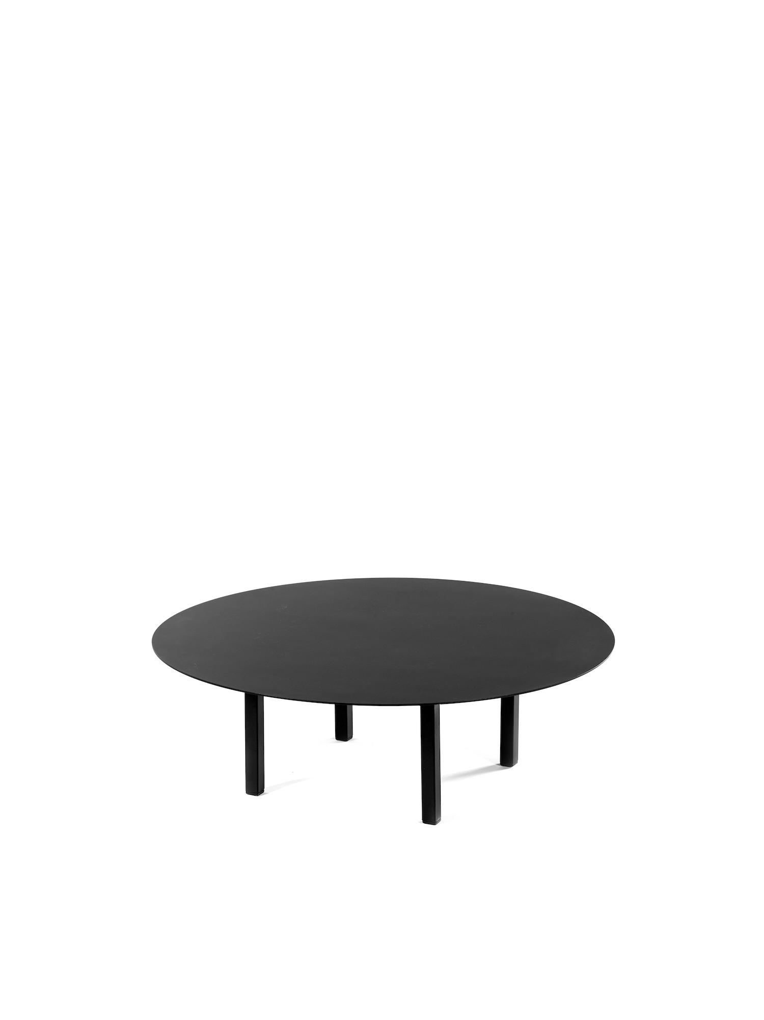 Zwarte salontafel Bea Mombaers Serax.jpg