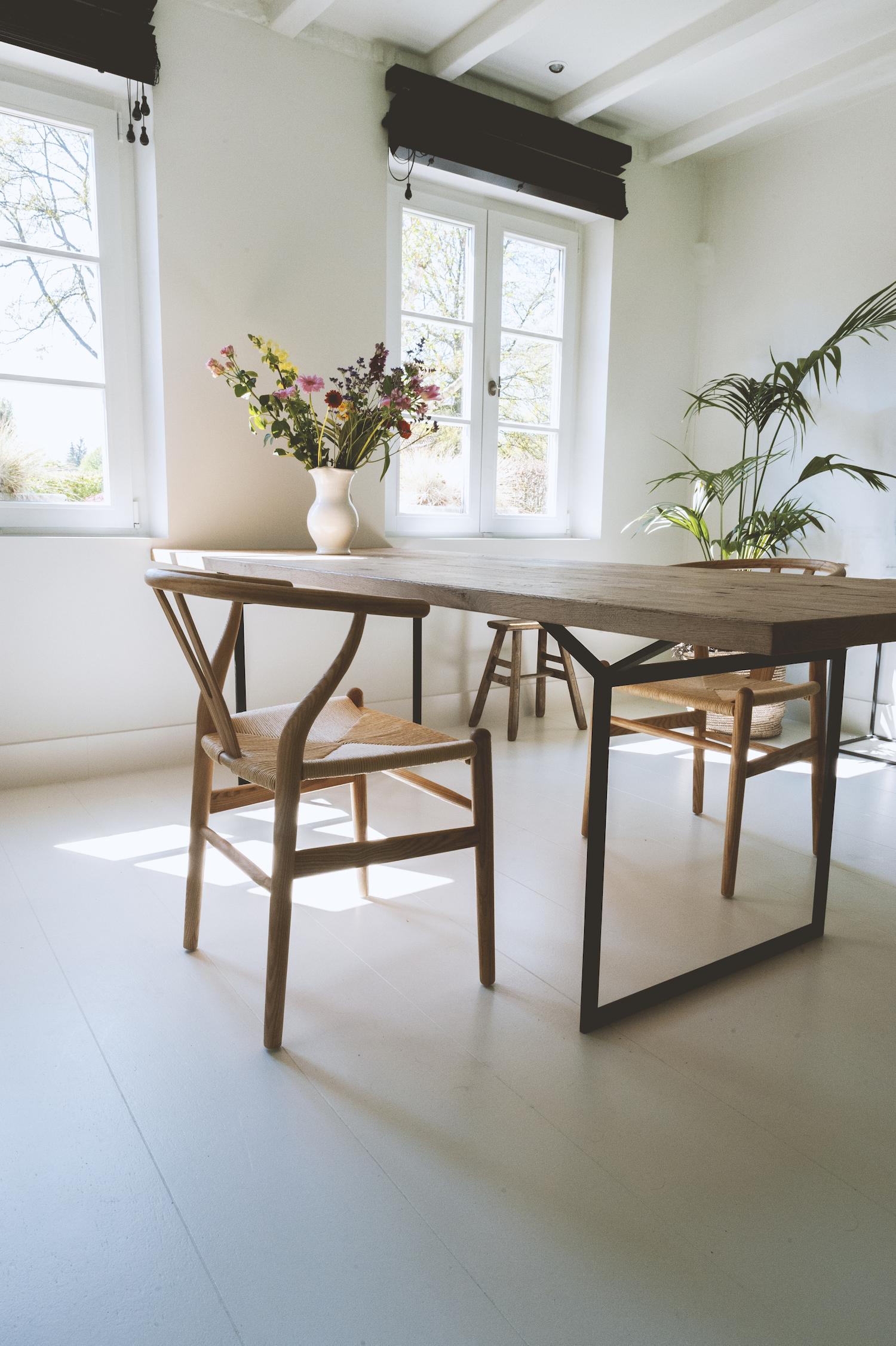 Wishbone stoelen.jpg