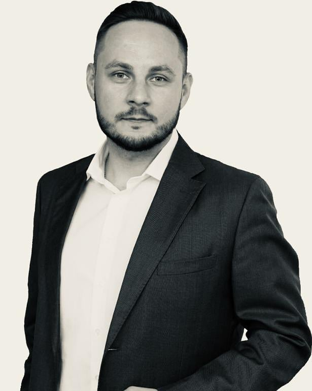 Today's Failing Point guest comes from Moscow, Russia. Dimitri Petropolsky is an ambitious and driven business man. Dmitri runs a successful company with his team, and in this podcast he tells us all about it, and also about his life as anentrepreneur. 🙌 Dmitri has experienced a lot in business and still after many years finds his business interestingand motivated. Thus, we can learn a lot from this amazing individual.So, listen as Dmitri opens up about his amazing journey and get inspired. Today from Radio BusinessFM at 8pm! 💯