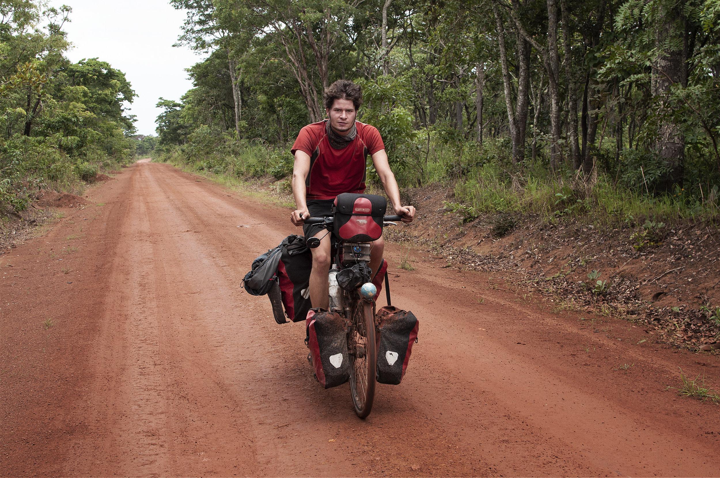 Angespannt auf der Grenzstraße zum Kongo.jpg