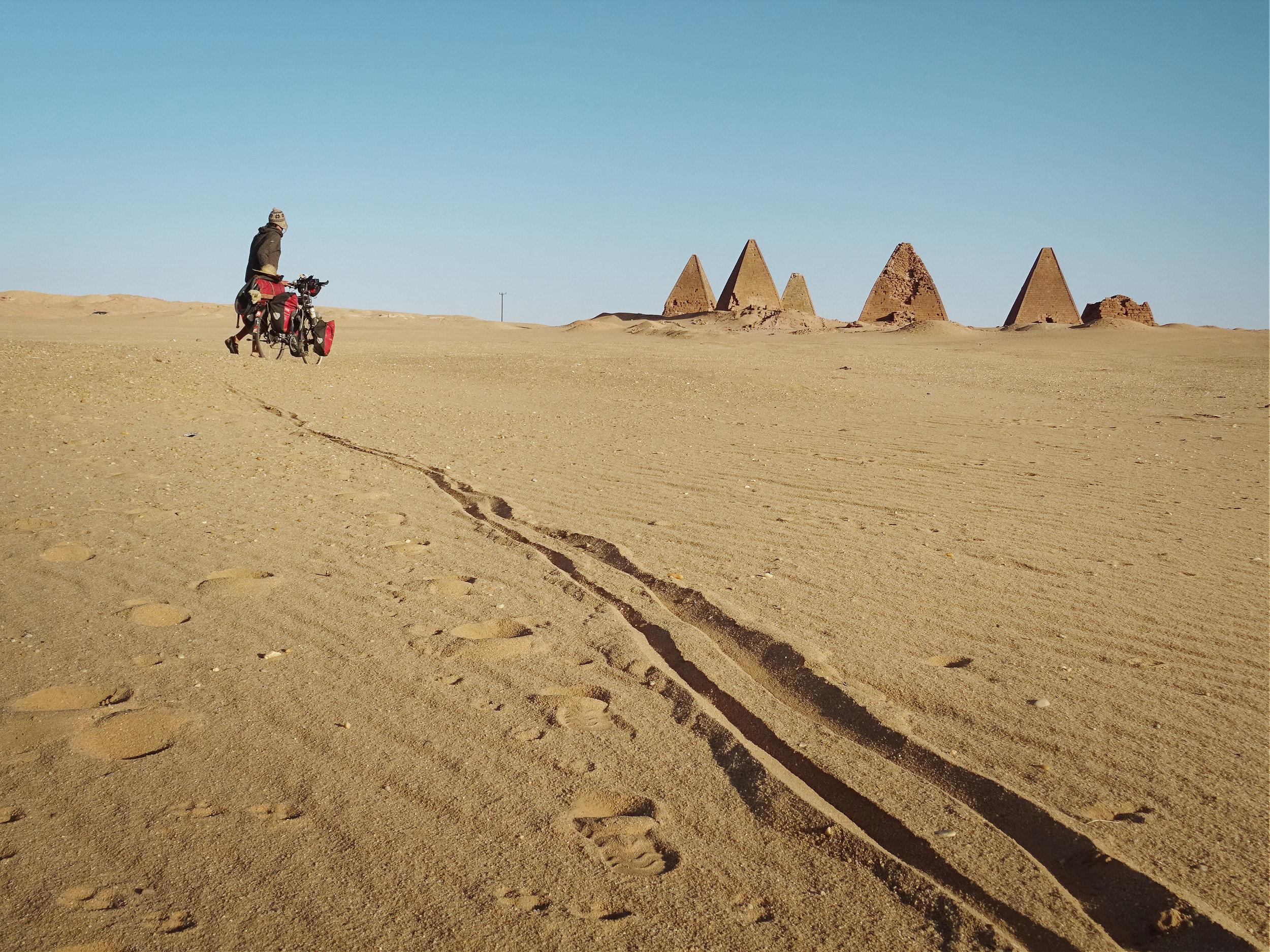 Die Pyramiden von Jebel Barkal sind vollkommen verlassen.jpg