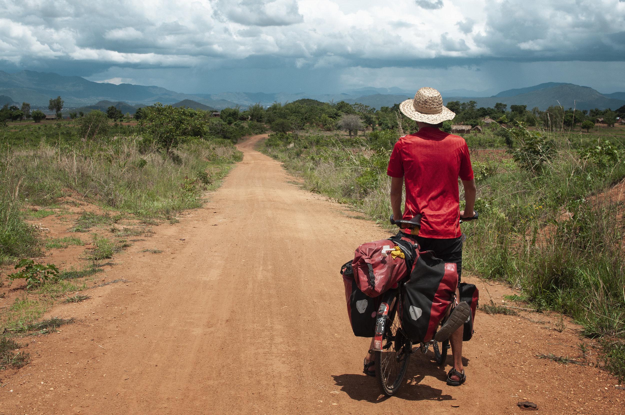 Ich lerne in kleinen Schritten zu denken und Tag für Tag meinem Weg zu folgen, Malawi.jpg