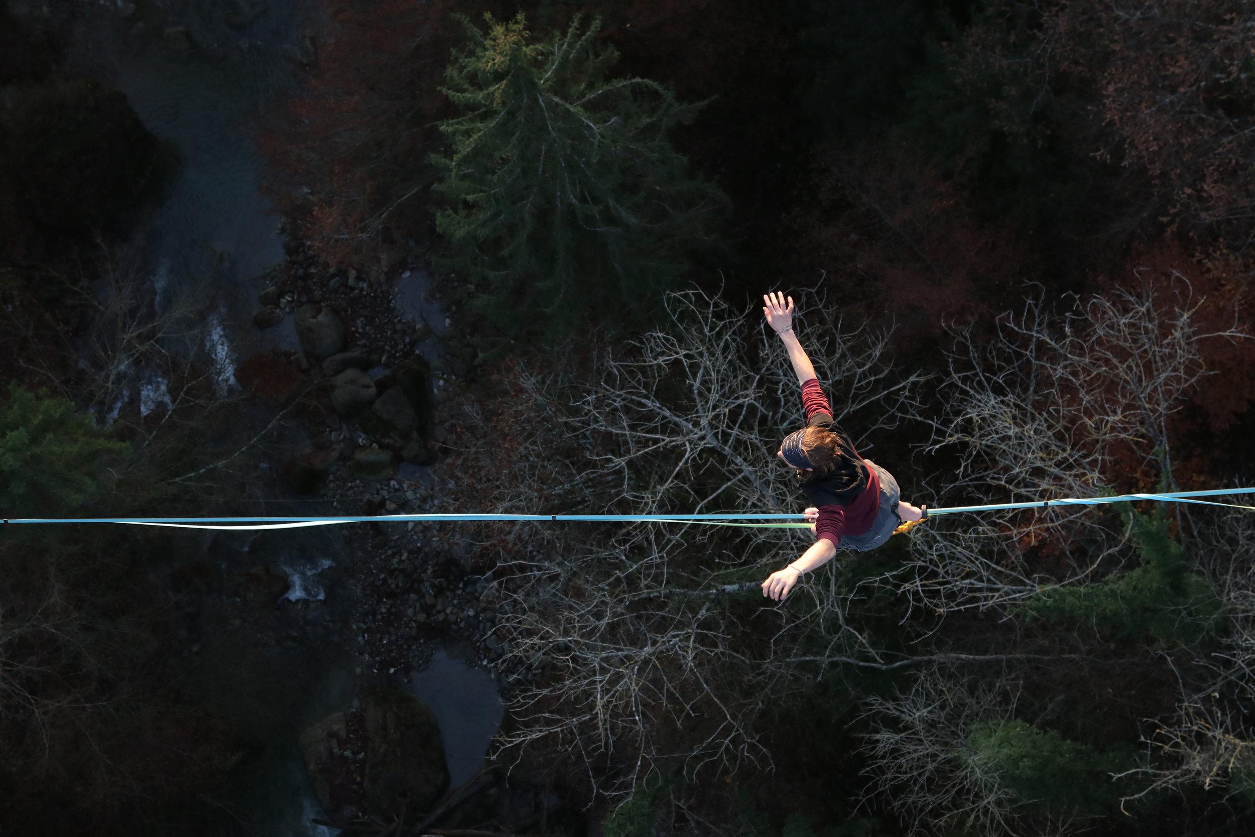 Pont de Fenil, Vevey, Suisse, circus workshop atelier taller ecole school suisse schweiz switzerland Slackline Lyell Grunberg show performance spectacle Highline trickline (6).JPG