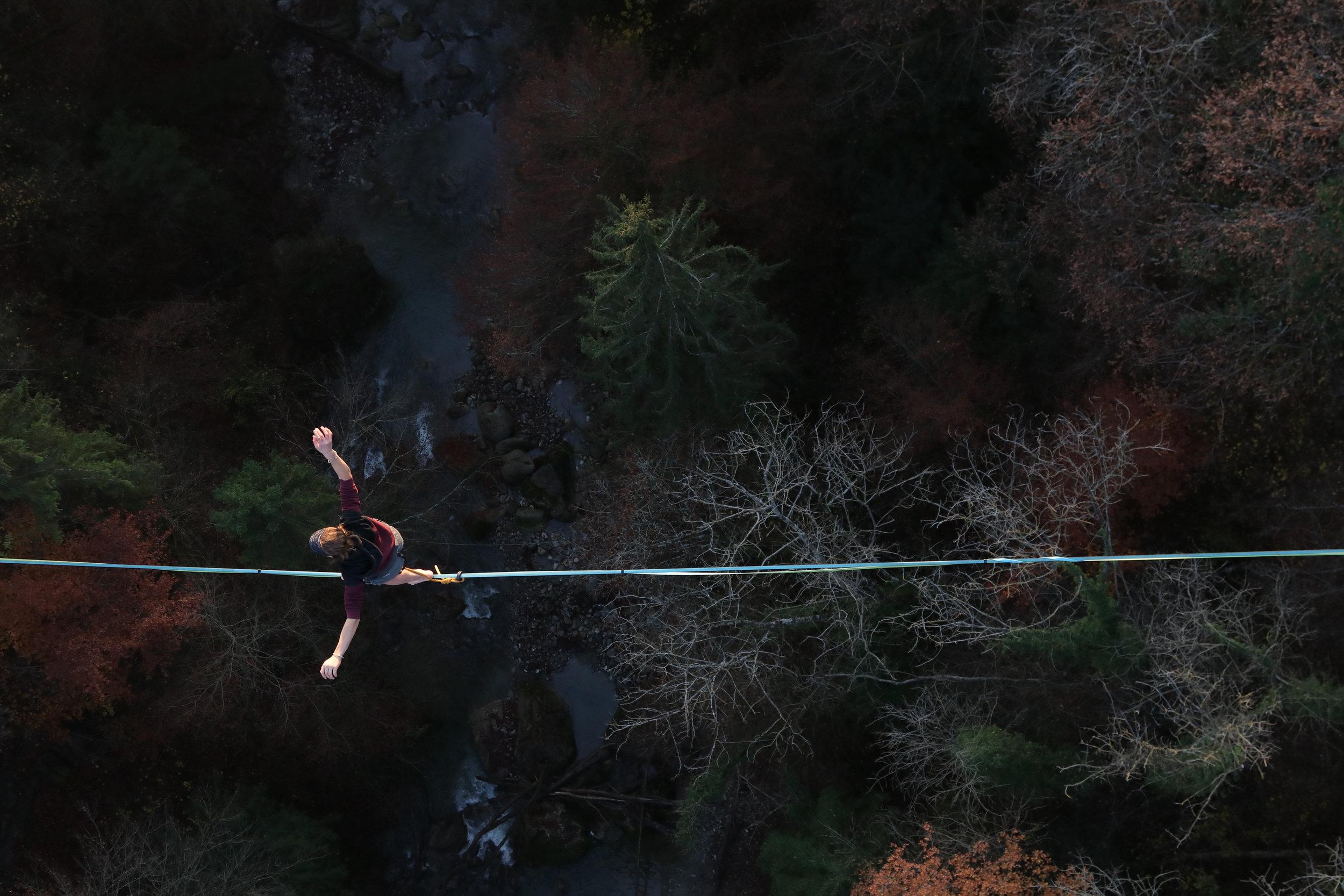 Pont de Fenil, Vevey, Suisse, circus workshop atelier taller ecole school suisse schweiz switzerland Slackline Lyell Grunberg show performance spectacle Highline trickline (7).JPG