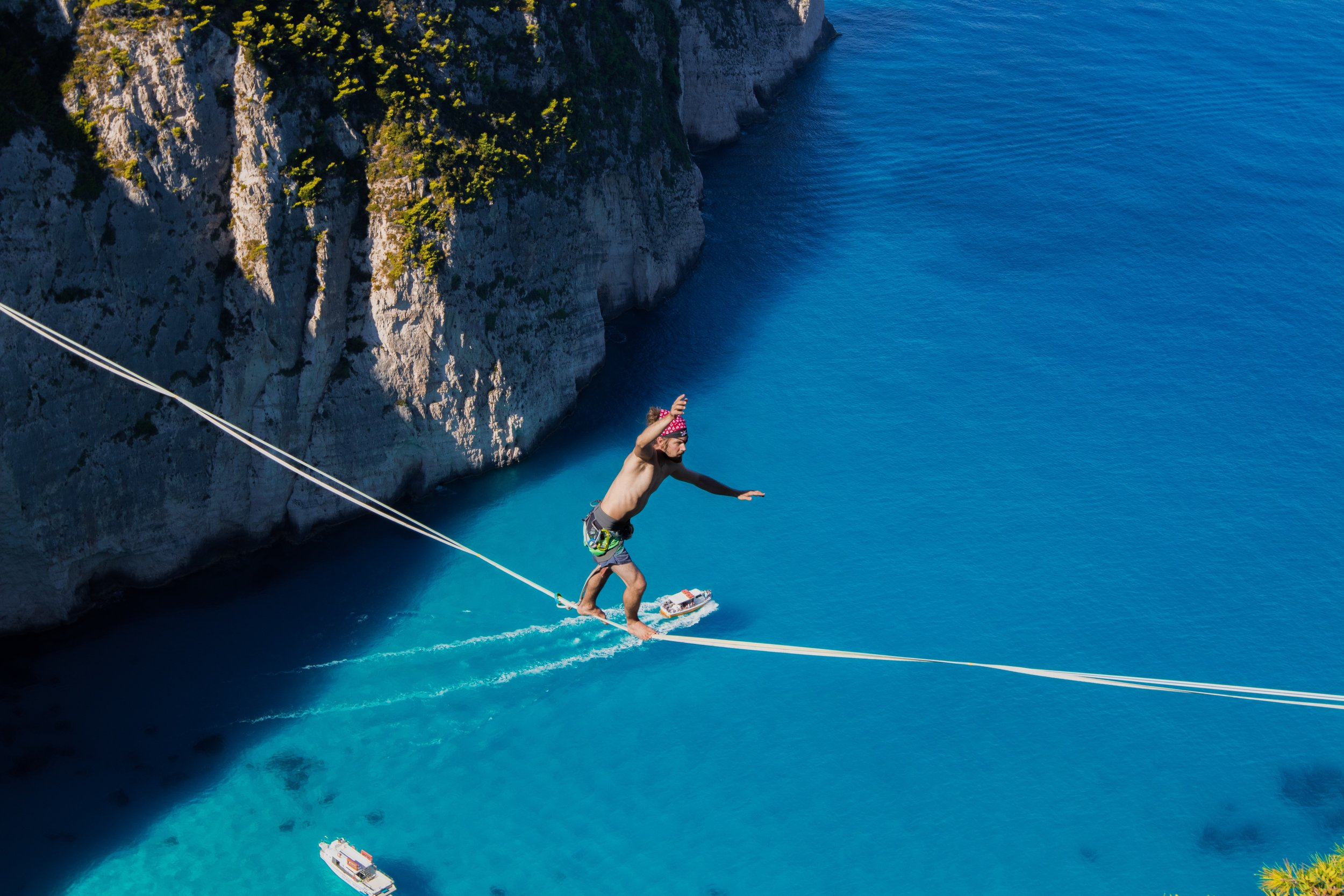 zakinthos greece navagio beach most beautiful paradise Slackline Lyell Grunberg show performance spectacle Highline trickline (1).JPG