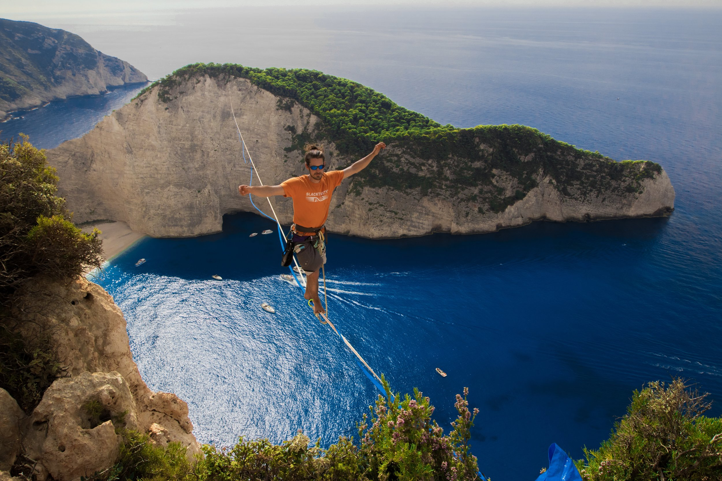 zakinthos greece navagio beach most beautiful paradise Slackline Lyell Grunberg show performance spectacle Highline trickline (2).JPG