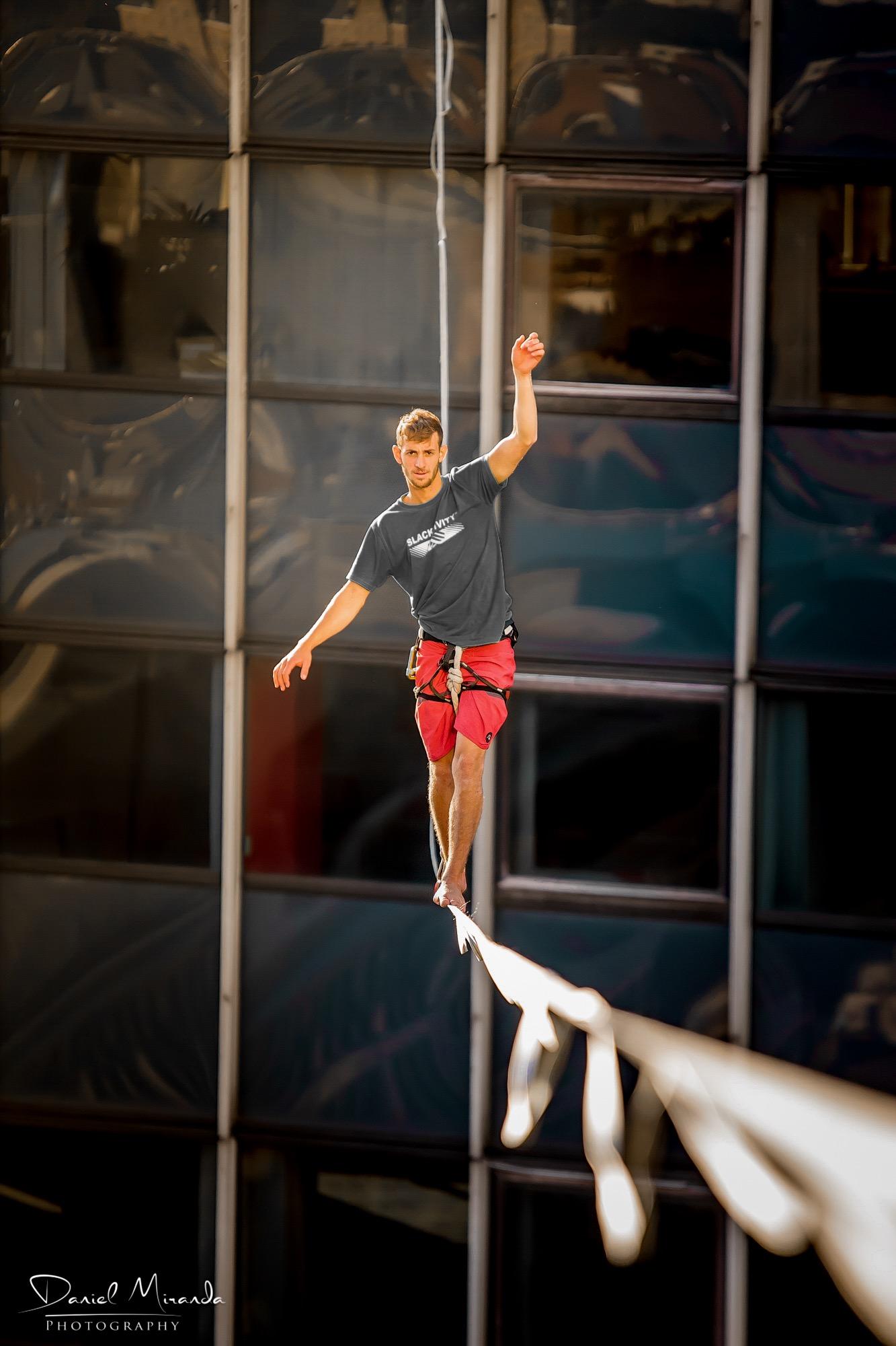 bruxelles brussels zot day belgium Slackline Lyell Grunberg show performance spectacle Highline trickline.JPG