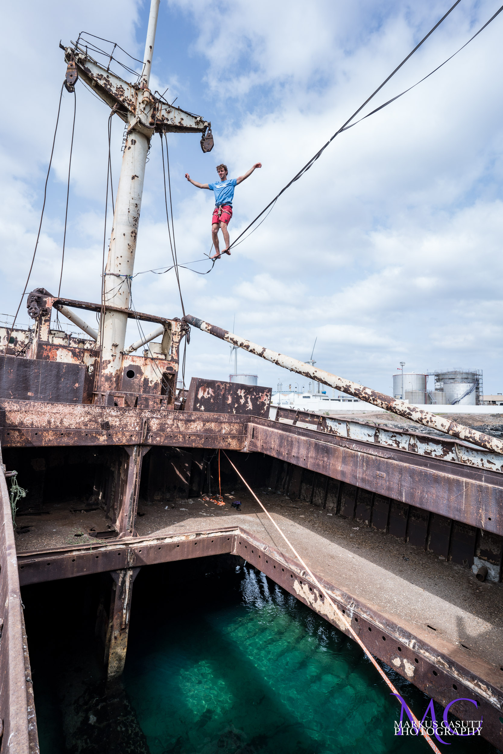 telamon canary islands shipwreck lanzarote spain espana Slackline Lyell Grunberg show performance spectacle Highline trickline.jpg