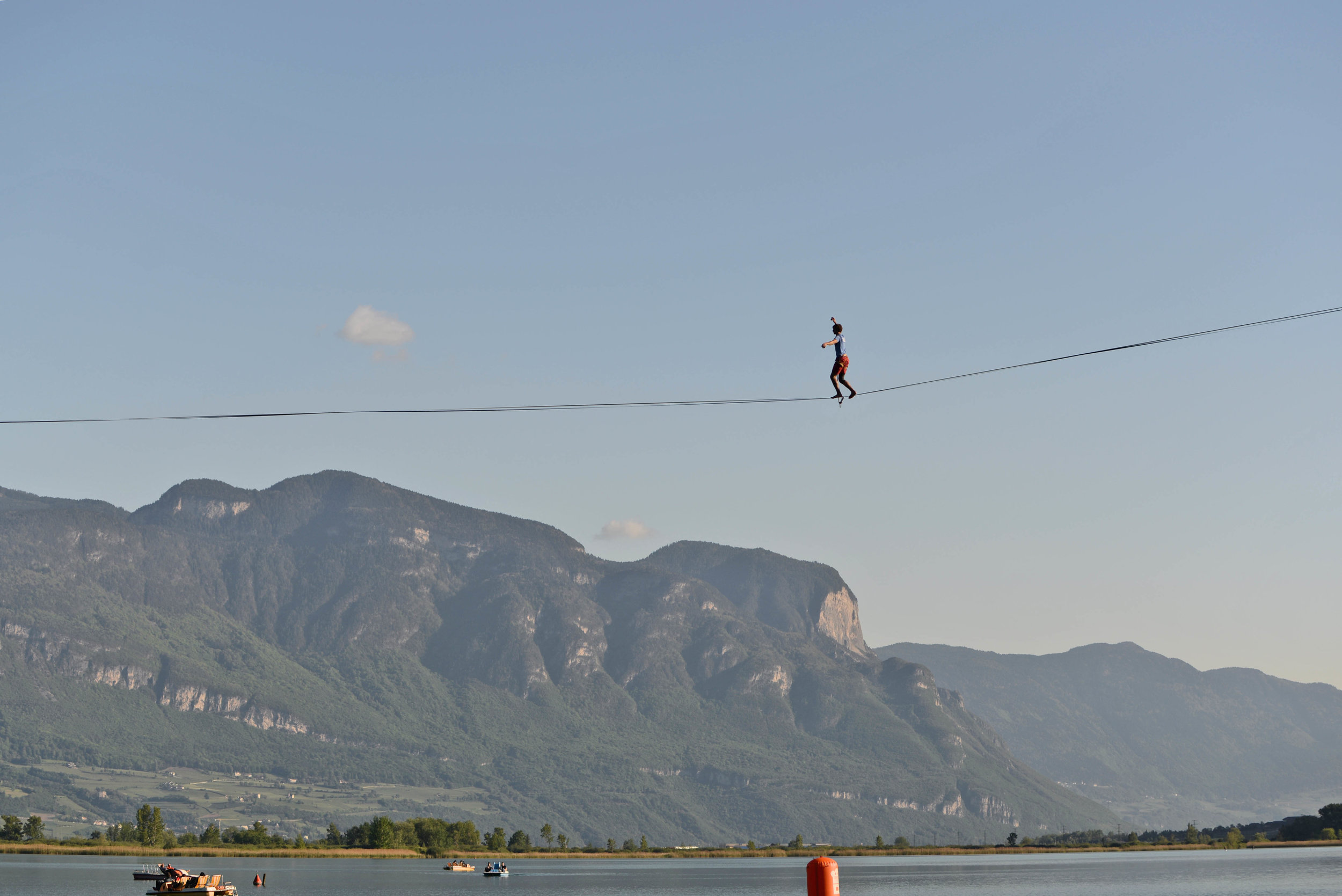 world record waterline Italy Kalterersee Slackline Lyell Grunberg show performance spectacle funambule circus Highline trickline (3).JPG