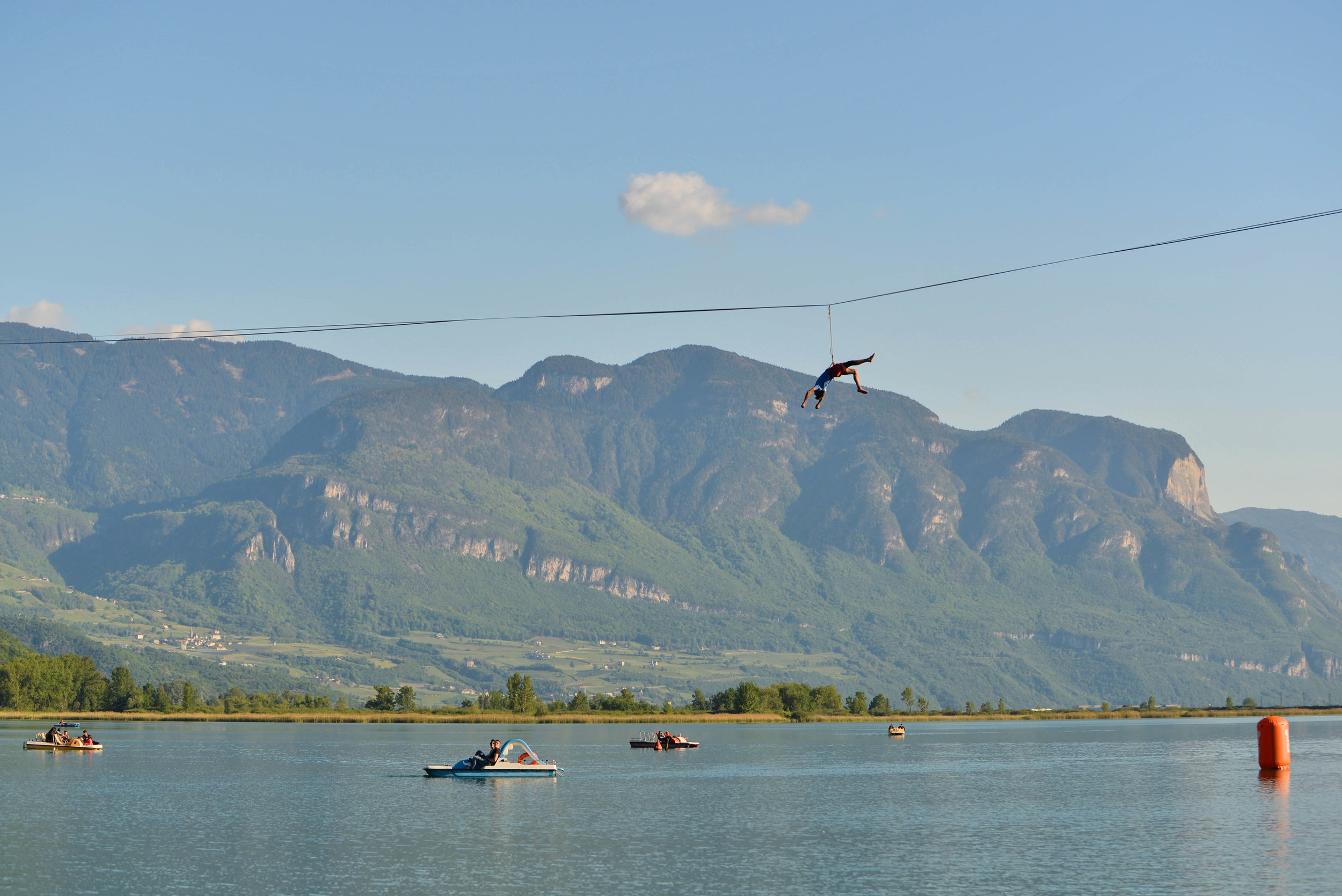 world record waterline Italy Kalterersee Slackline Lyell Grunberg show performance spectacle funambule circus Highline trickline (5).jpg