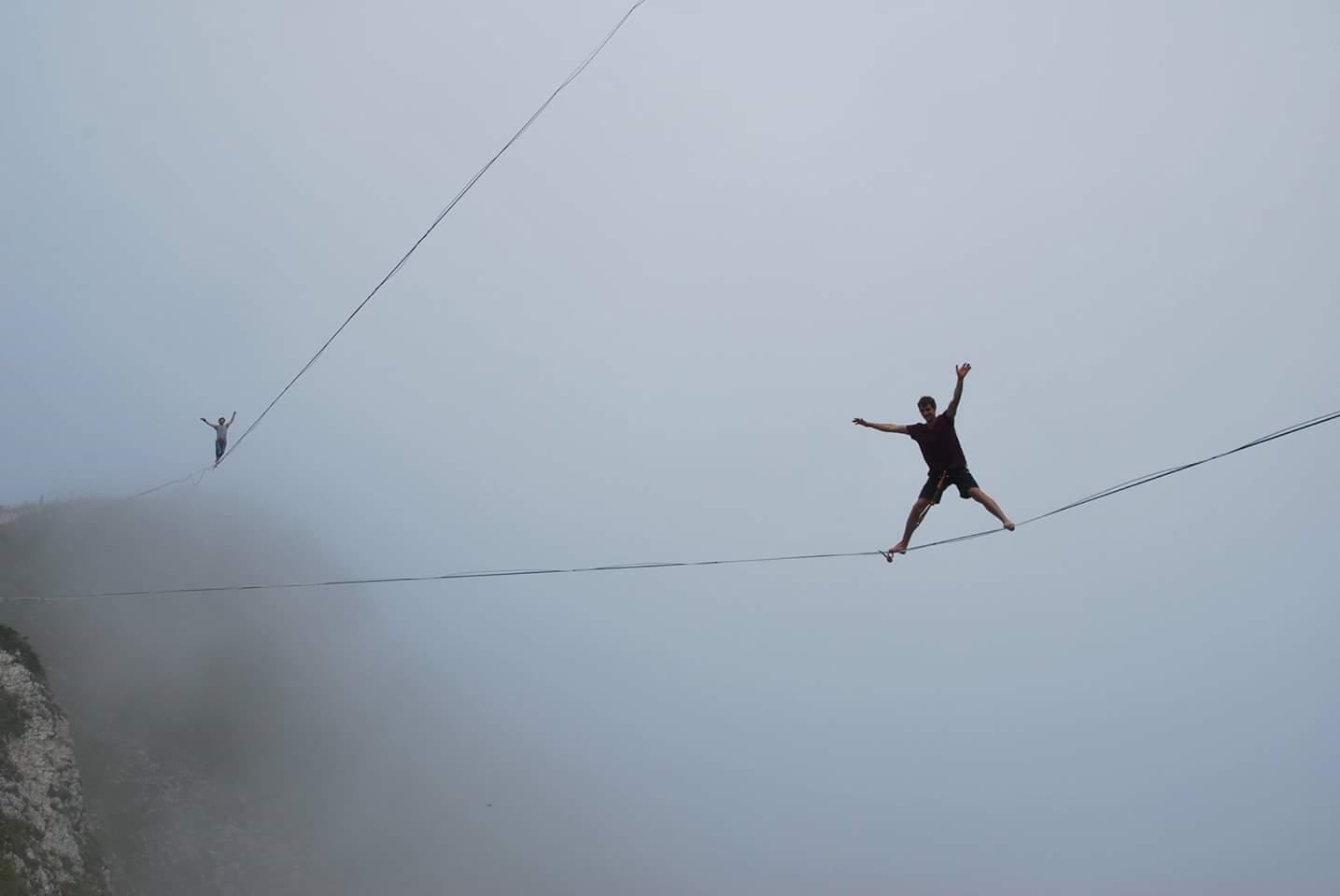 Moleson gruyere suisse Slackline Lyell Grunberg show performance spectacle Highline trickline.jpg