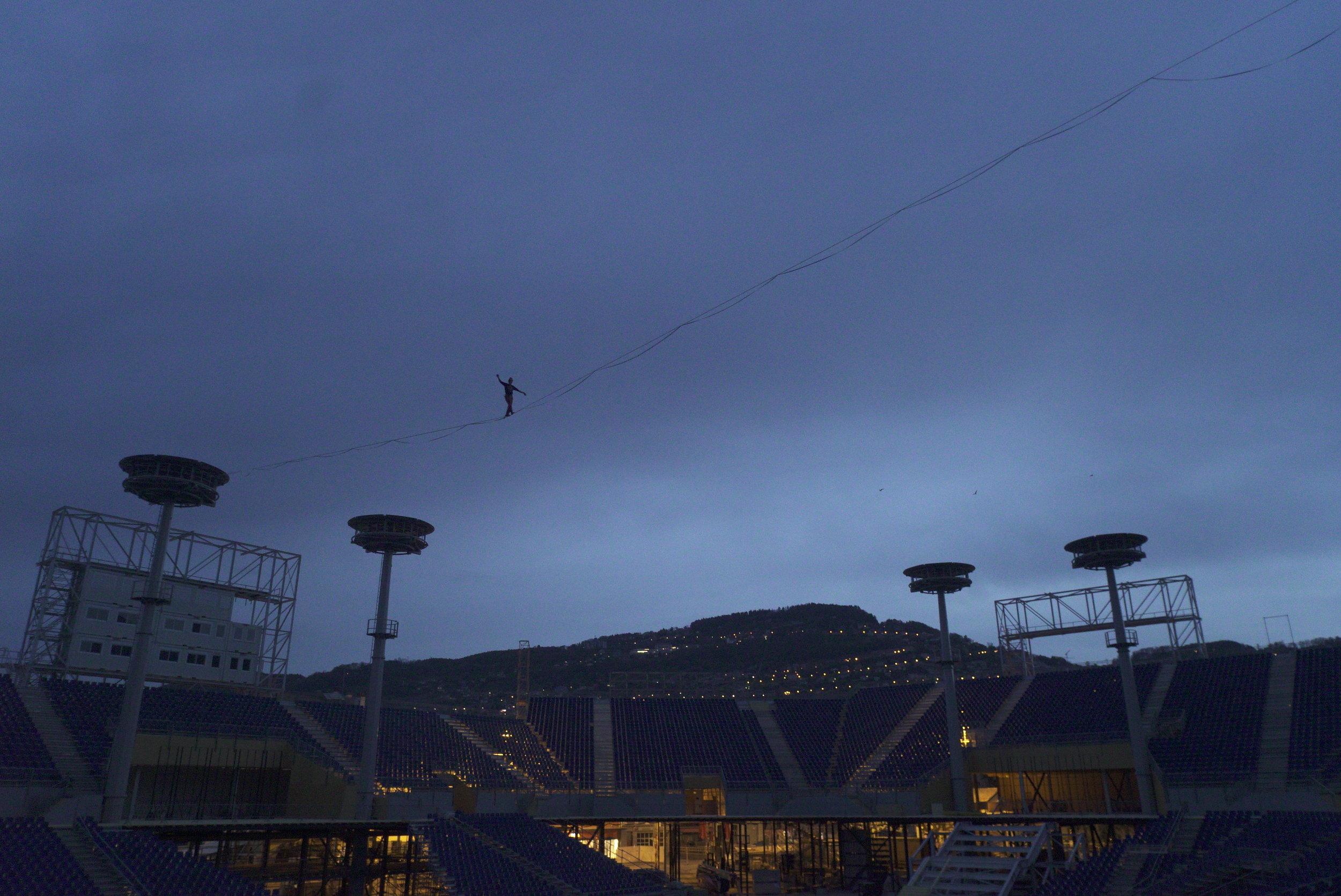 Vevey, Suisse, Fête des vignerons slackline funambule 2019 Slackline Lyell Grunberg show performance spectacle Highline trickline.JPG